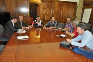 Reunión en el Ayuntamiento de Ponferrada. De izquierda a derecha: Iván Alonso, Marcelino Fernández, Pedáneo de San Clemente, Gregorio y Martín Pérez, Andrés López y Jesús