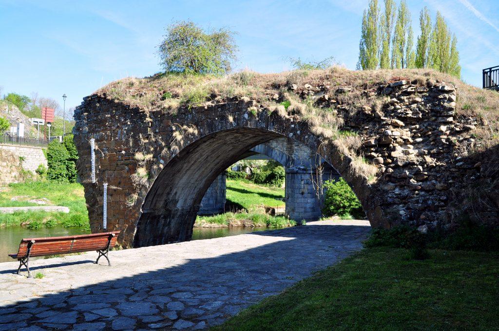 Restos del puente romano de Velilla del Río Carrión