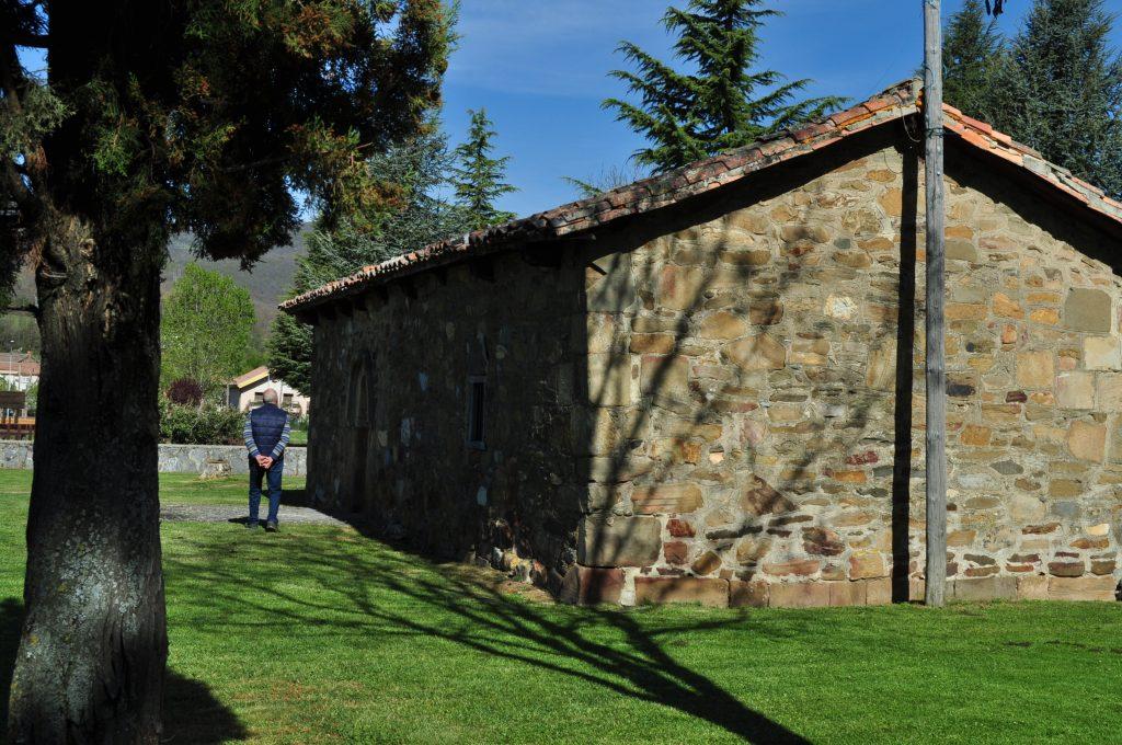 Ermita de origen románico de San Juan Bautista, junto a las fuentes Tamáricas.
