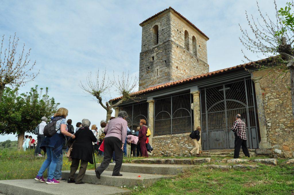 Llegada a la iglesia de Yugueros.