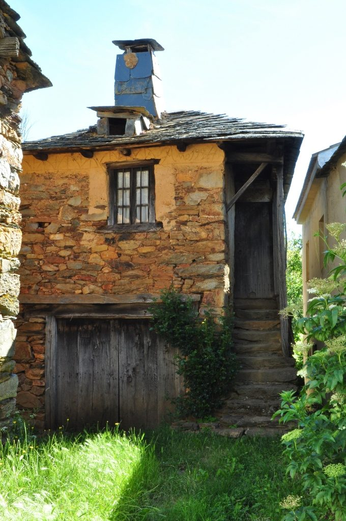 La Casa del Ayer, en Villar del Monte, restaurada sin alterar nada de ella. (Foto David Gustavo López)