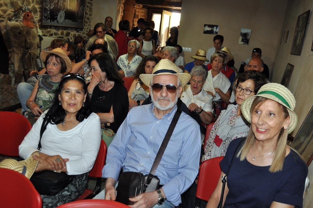 Asistentes al acto en el salón de la Casa de Cultura de Villar del Monte. (foto David Gustavo López)