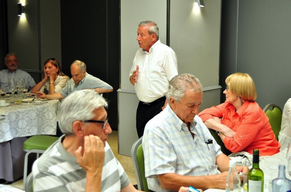 Marcelino Fernández, presidente de Promonumenta, dirige unas palabras.