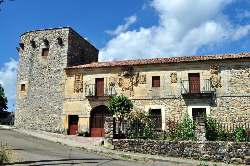 Palacio-fortaleza de los Álvarez de Acevedo