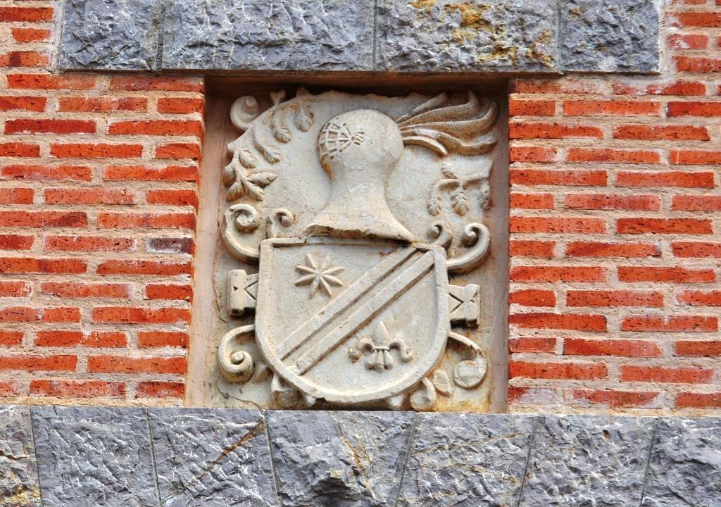 Benazolve. Escudo que se hallaba en la antigua casona de los Islas.