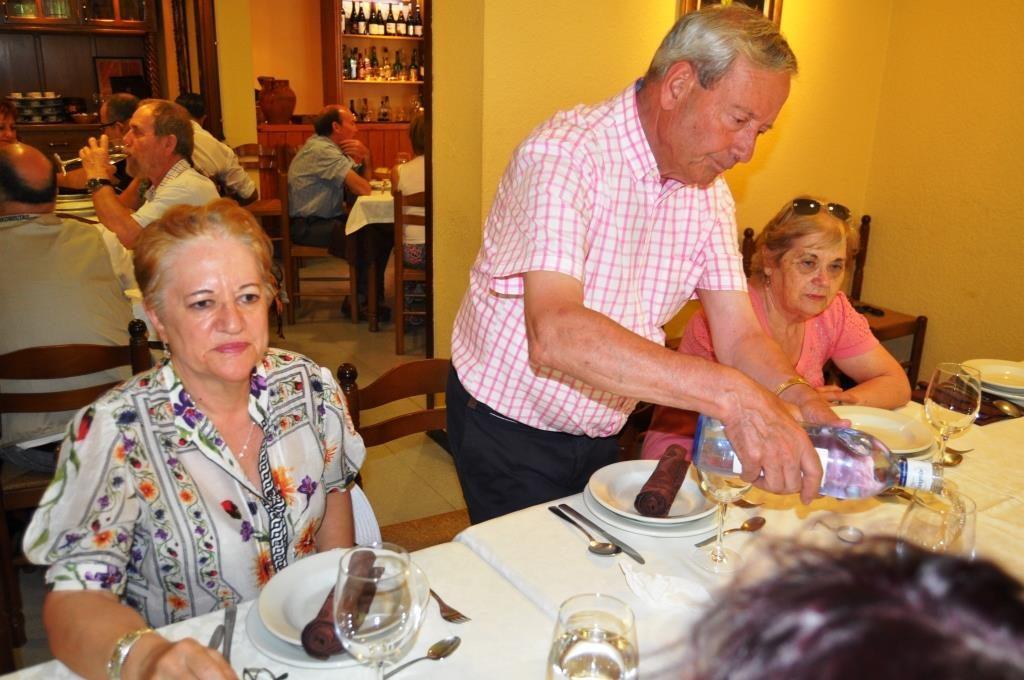 Bendición de la mesa en un restaurante de Nocedo.
