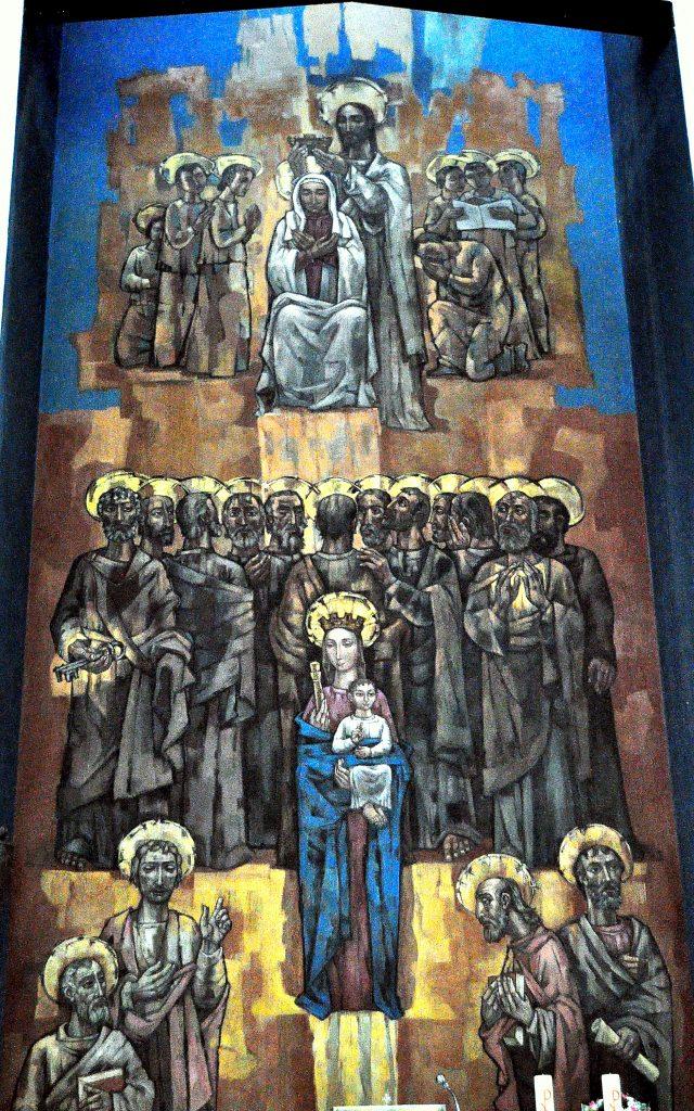 """Coronación de la Virgen (arriba) y Virgen de los Desamparados entre apóstoles y evangelistas (abajo). Mural de Vela Zanetti en la capilla de la Escuela de F.P. """"Virgen del Buen Suceso"""""""