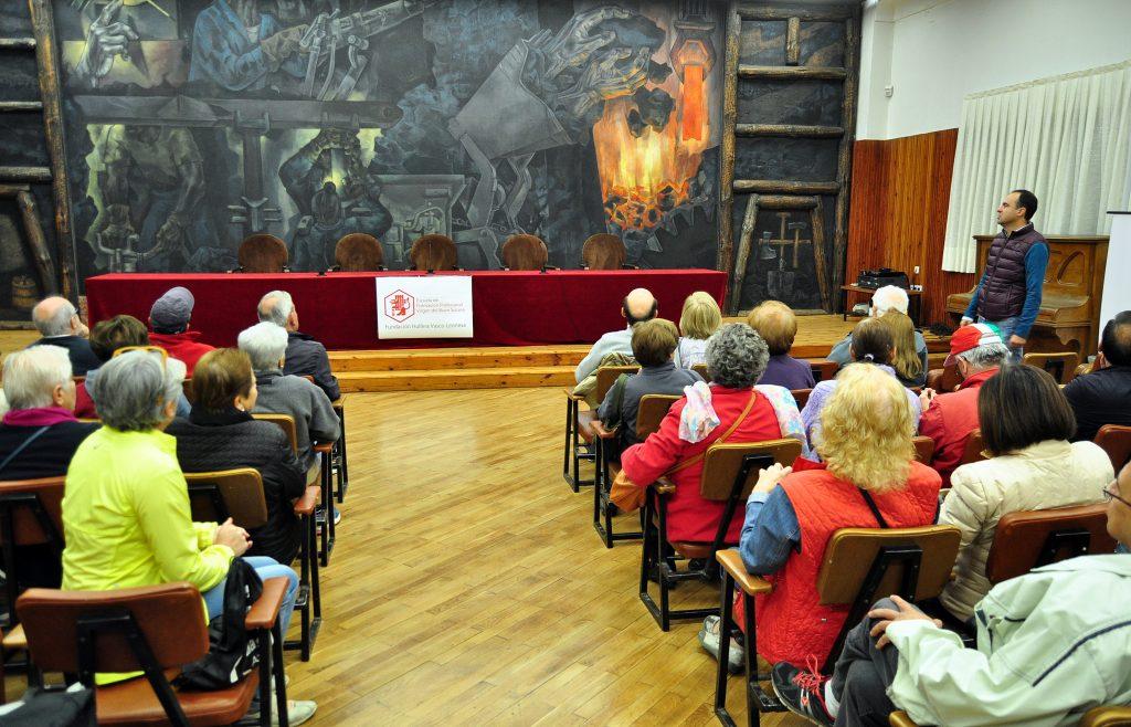 """Mural """"LA MINA"""", de Vela zanetti, en la Escuela de F.P. """"Virgen del Buen Suceso"""", en La Robla."""