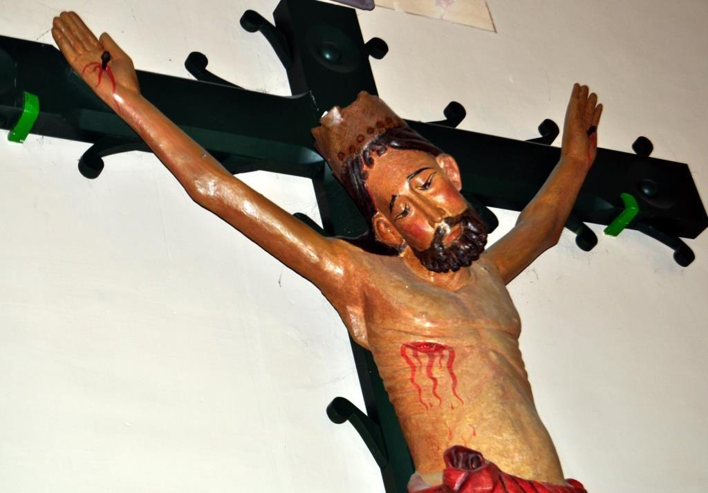 Cristo gótico de Otero de las Dueñas (s. XIV).