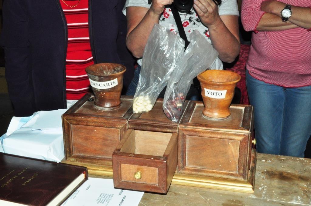 Curiosa urna para las votaciones de la Cofradía de Nª Sª de Camposagrado.