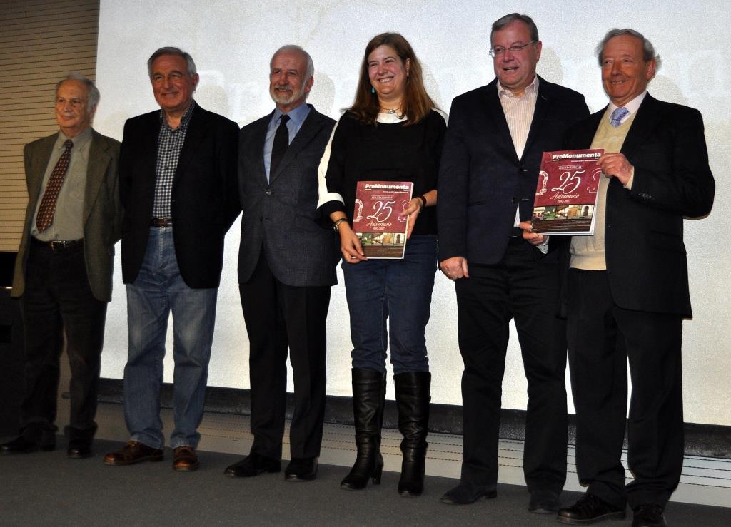 Los intervinientes en el acto: Jos´Luis Gavilanes, Víctor Ferrero, Salvador Gutiérrez, Margarita Torres, Antonio Silván y Marcelino Fernández.