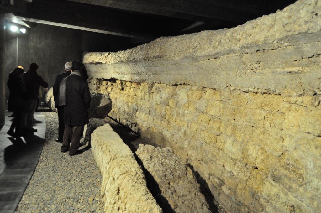 Otra parte del anfiteatro en la tercera cripta de Cascalerías