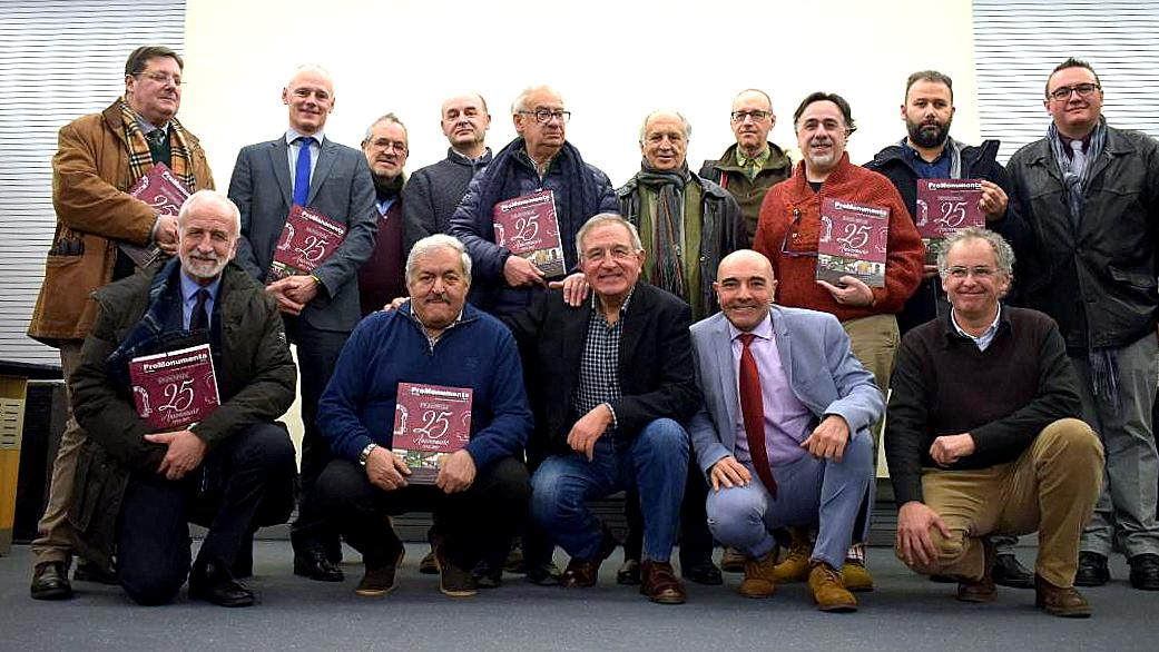 Grupo de autores e intervinientes en la revista