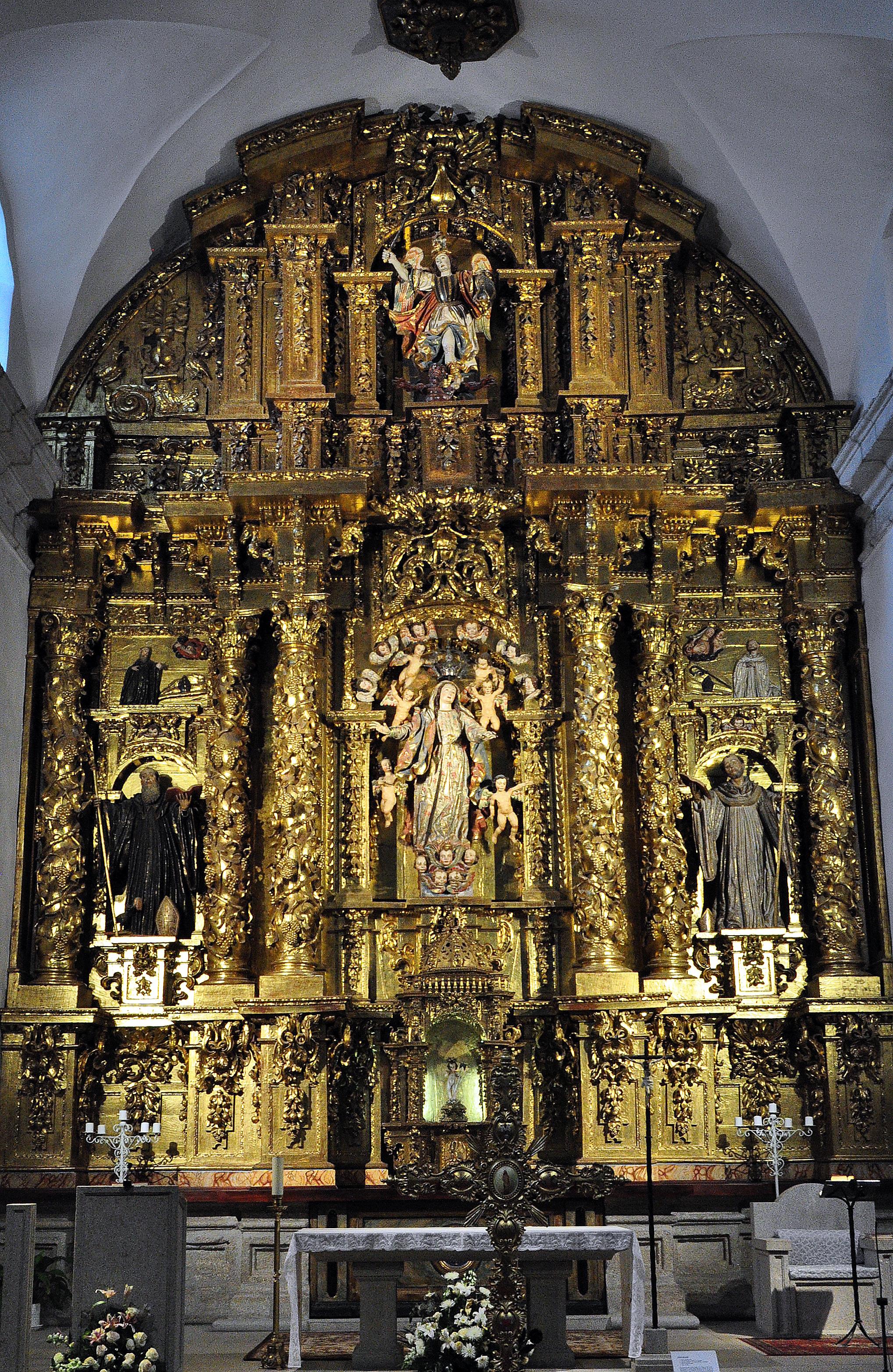 Retablo barroco de San Miguel de las Dueñas.