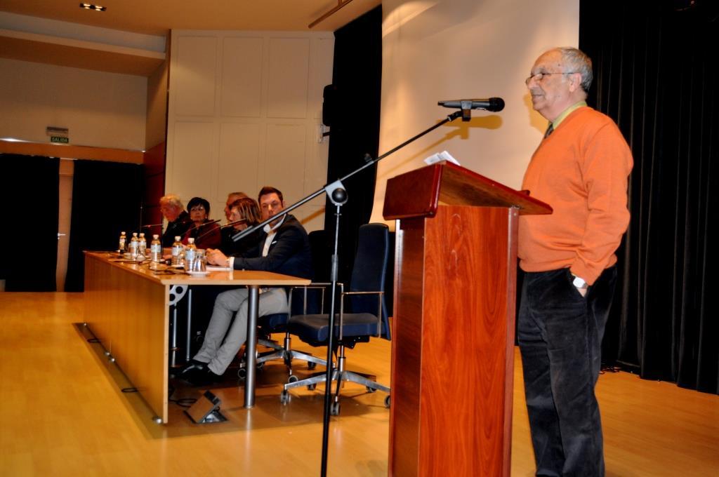 José Luis Gavilanes hace la presentación del acto.