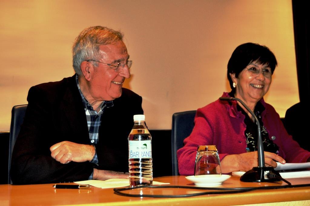 Dña Mar Palacios durante su intervención. A su derecha, D. Víctor Ferrero.