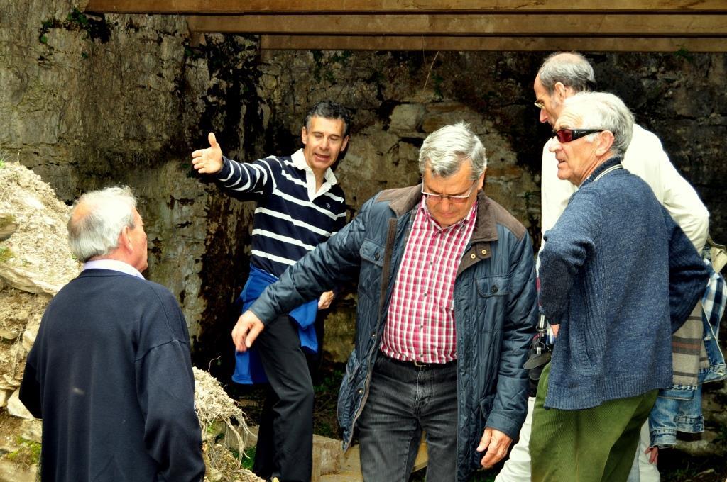 Visitando el aljibe de Sarracín.