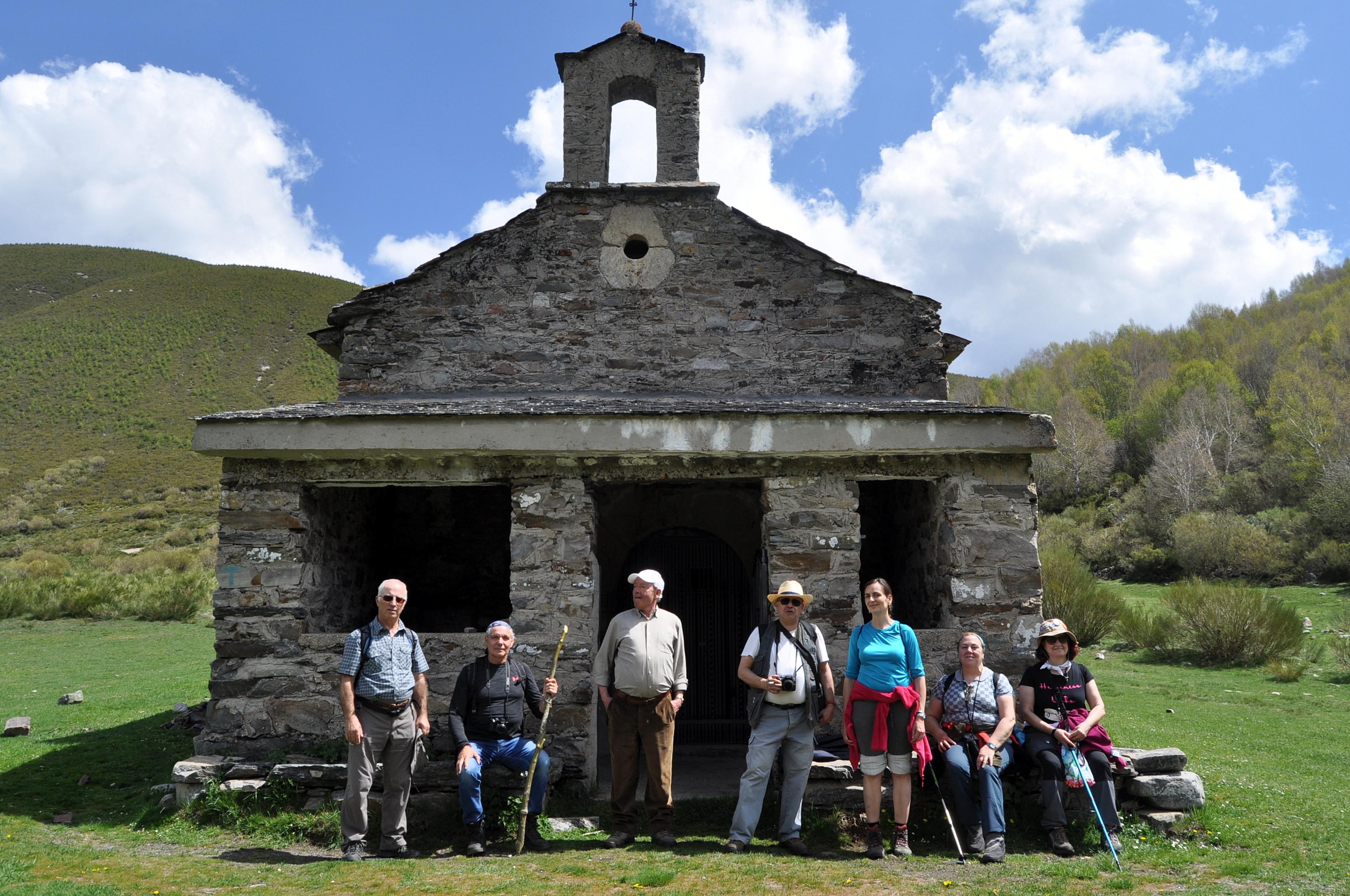 """Le ermita de Santiago, donde el Patrón, a caballo, derrotó al moro Martín, """"el Toledano""""."""