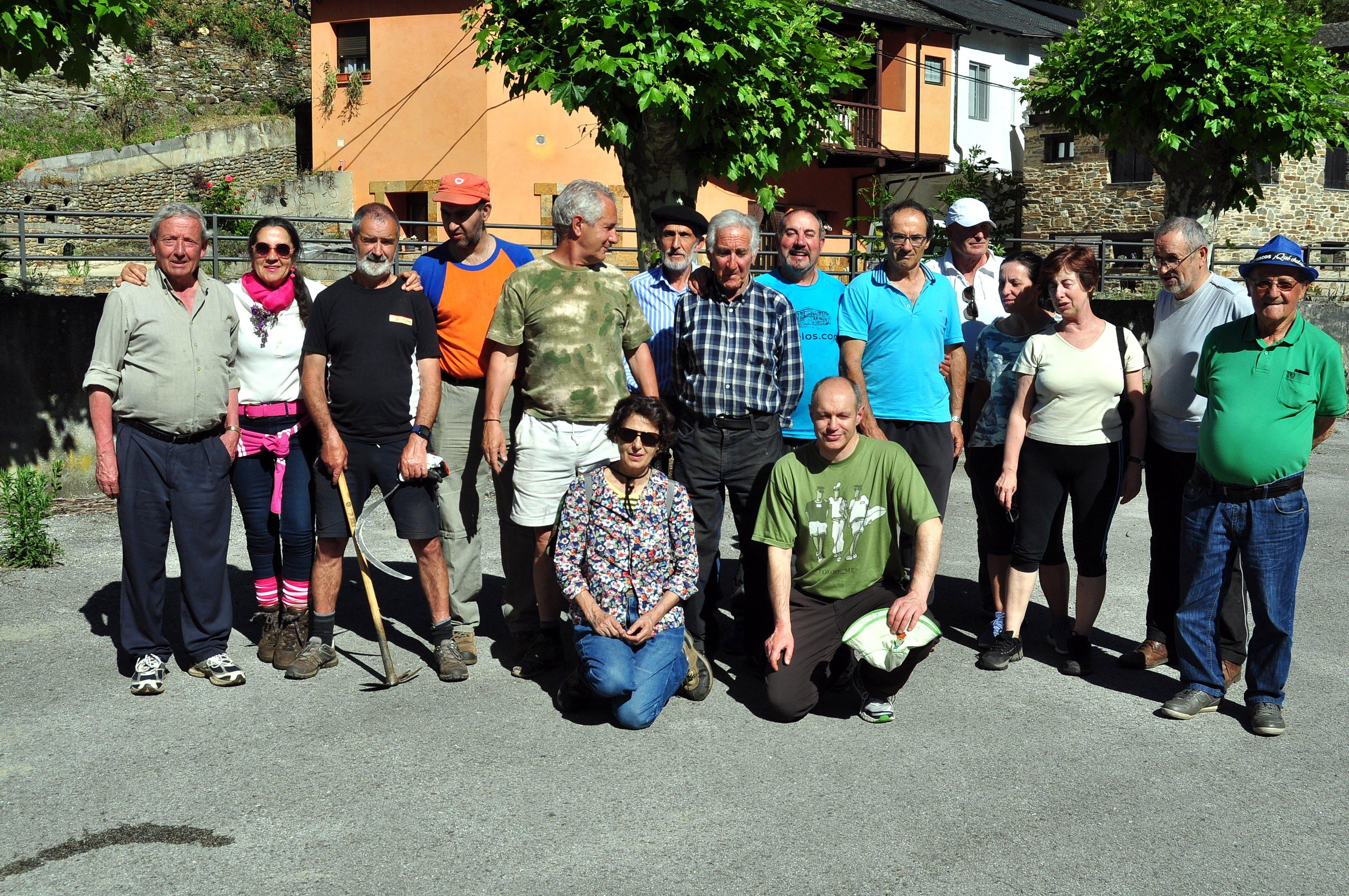 Voluntarios de Valdefrancos y de Promonumenta.