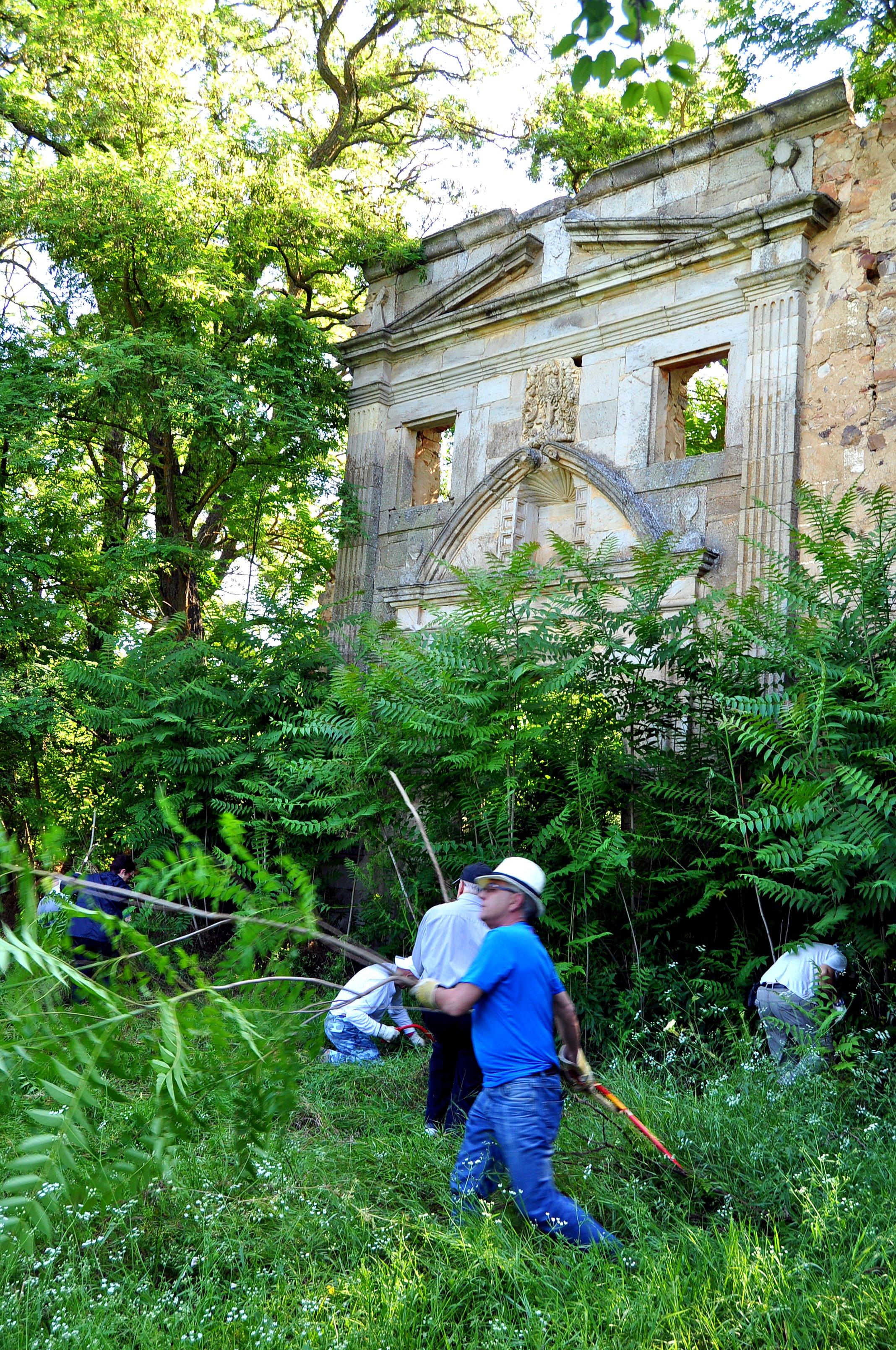 Estedo de la portada del monasterio       al iniciar los trabajos.
