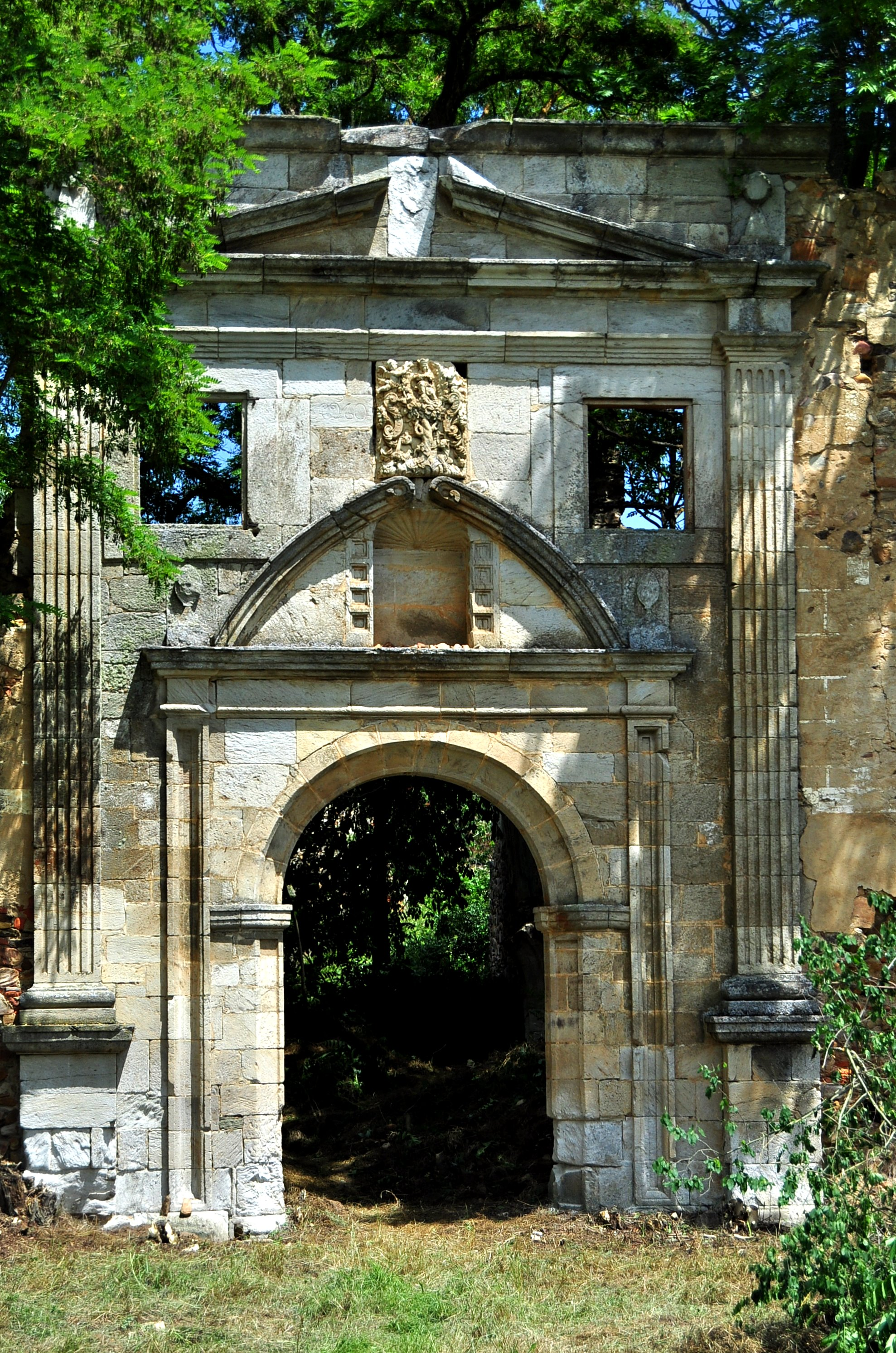 Bella portada del monasterio (a. 1731)