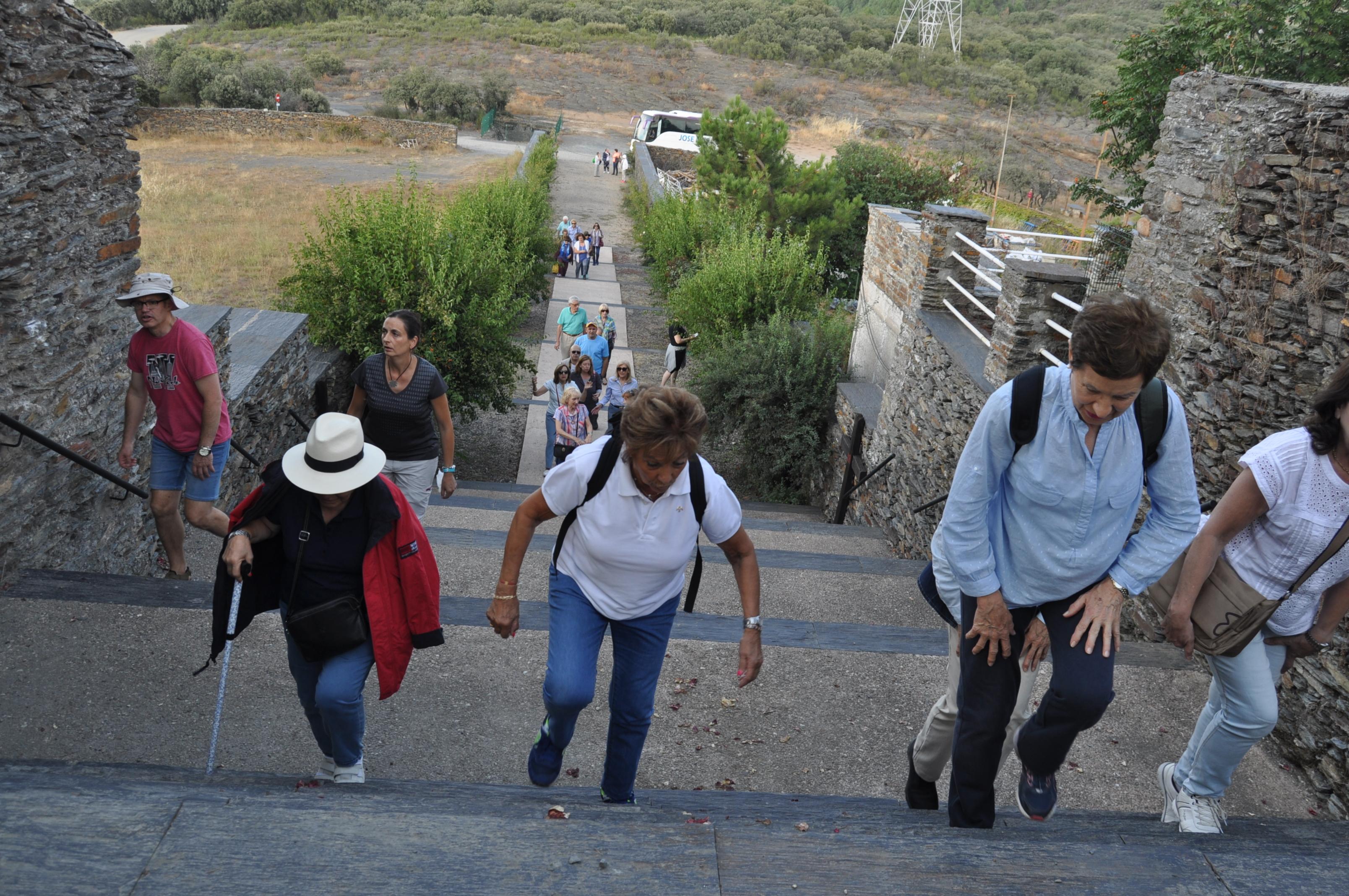 Escaleras del santuario de la Virgen de la Peña.
