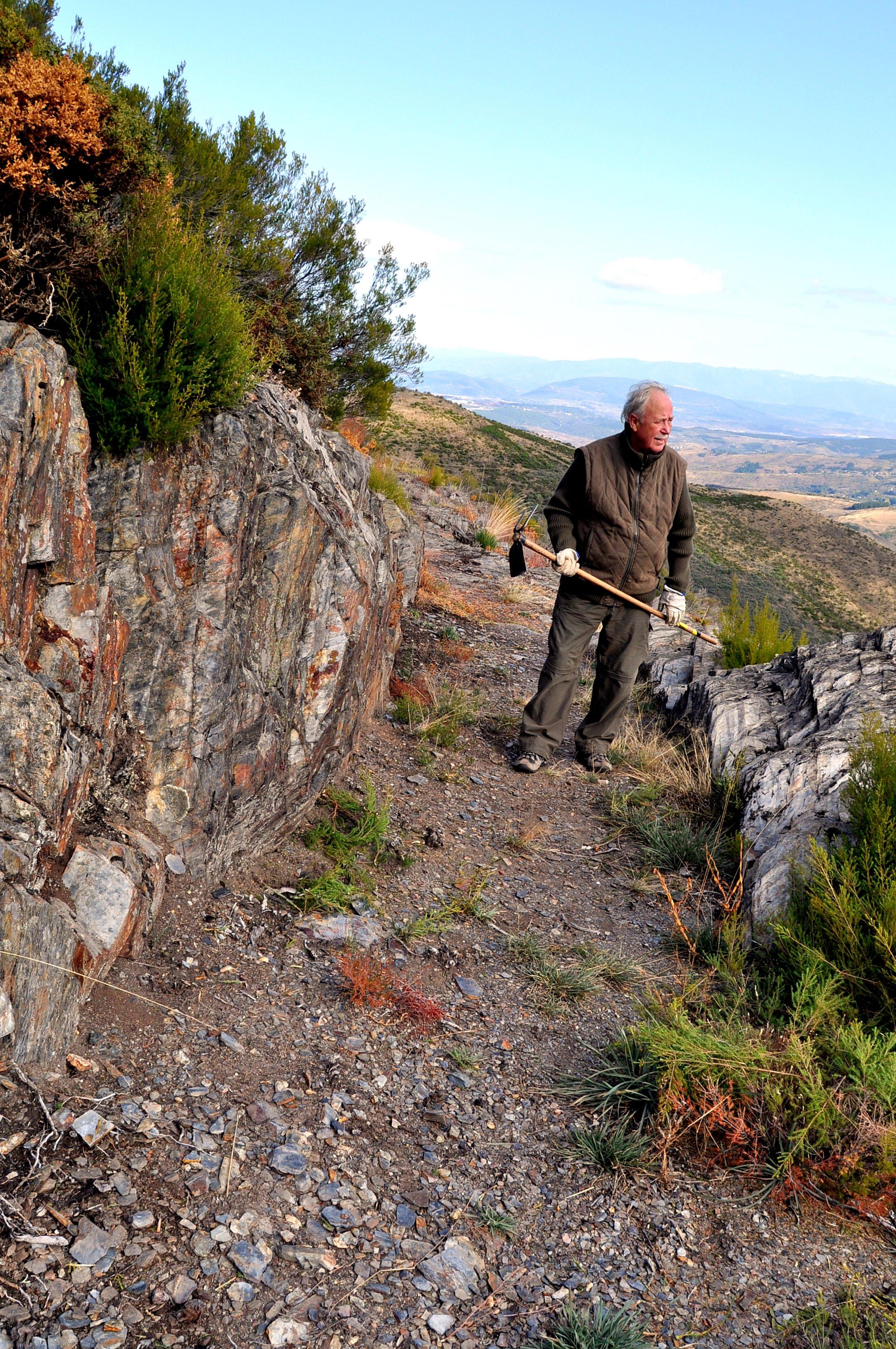 Caja del canal en un tramo de roca.