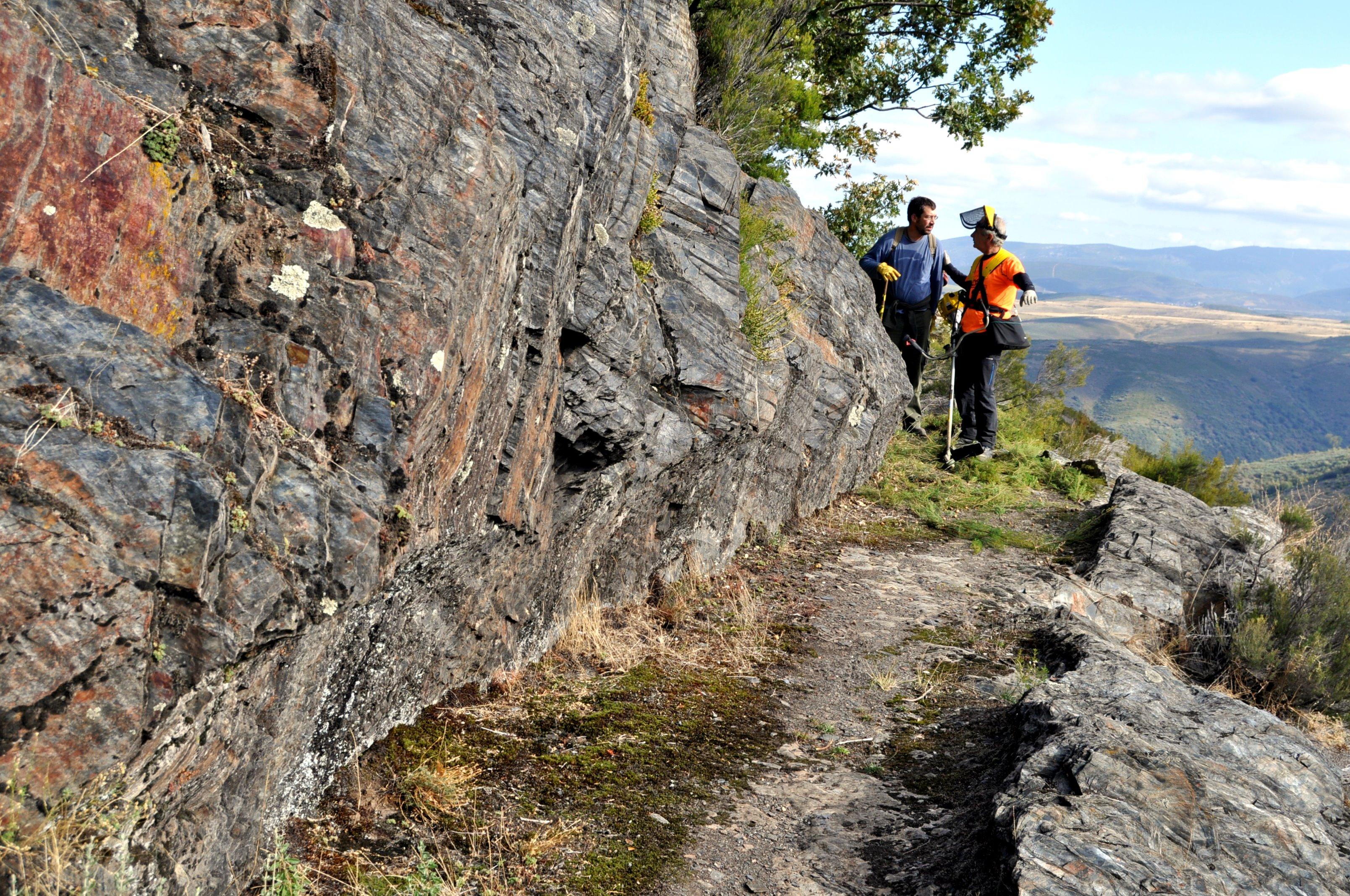 Caja del canal en la roca, después de la limpieza.