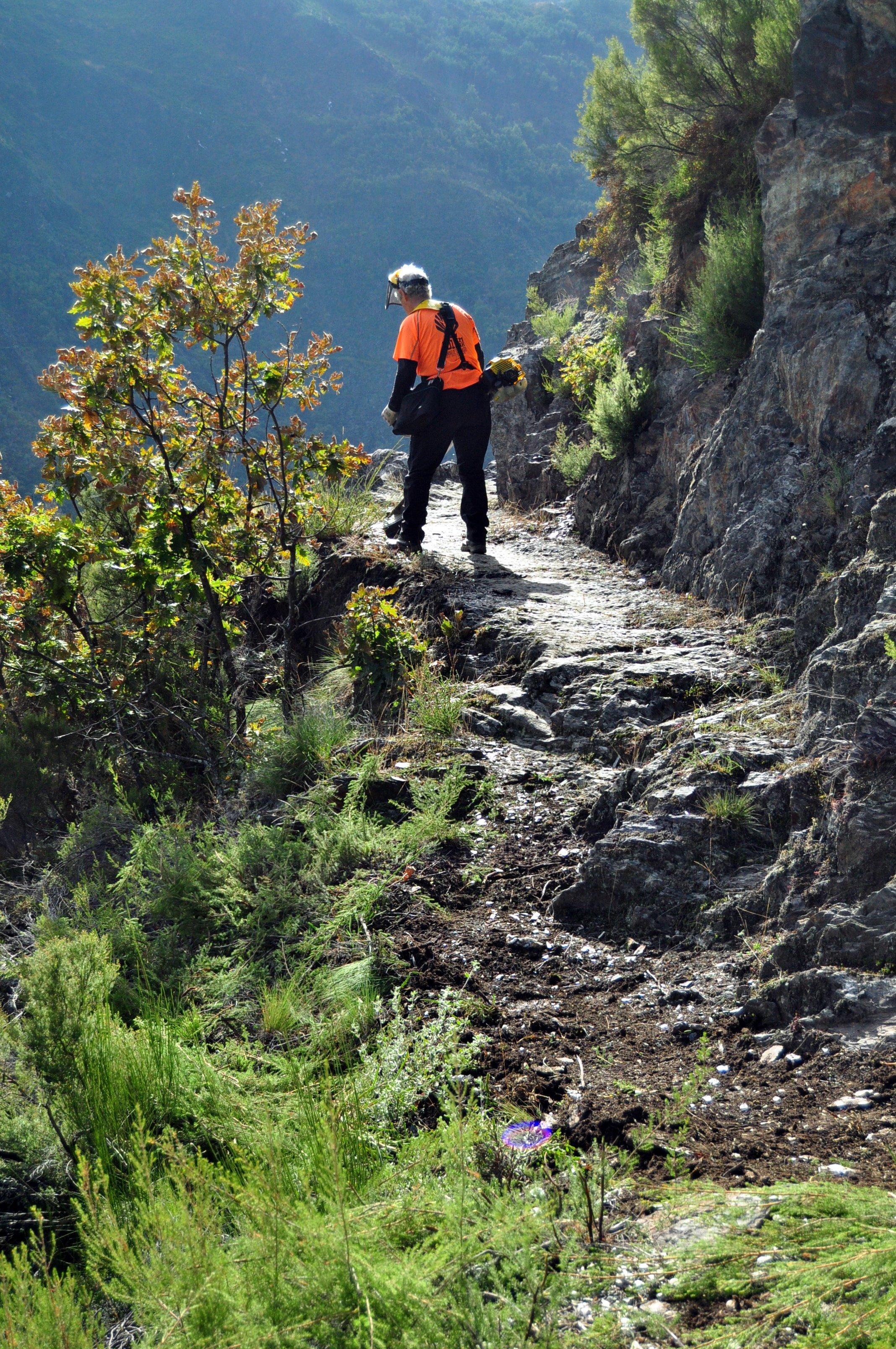 Valle de Río Guío. Tramo de canal en roca