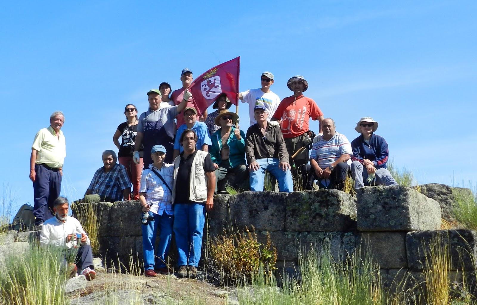 Voluntarios de PROMONUMENTA en el castillo de Monforte.