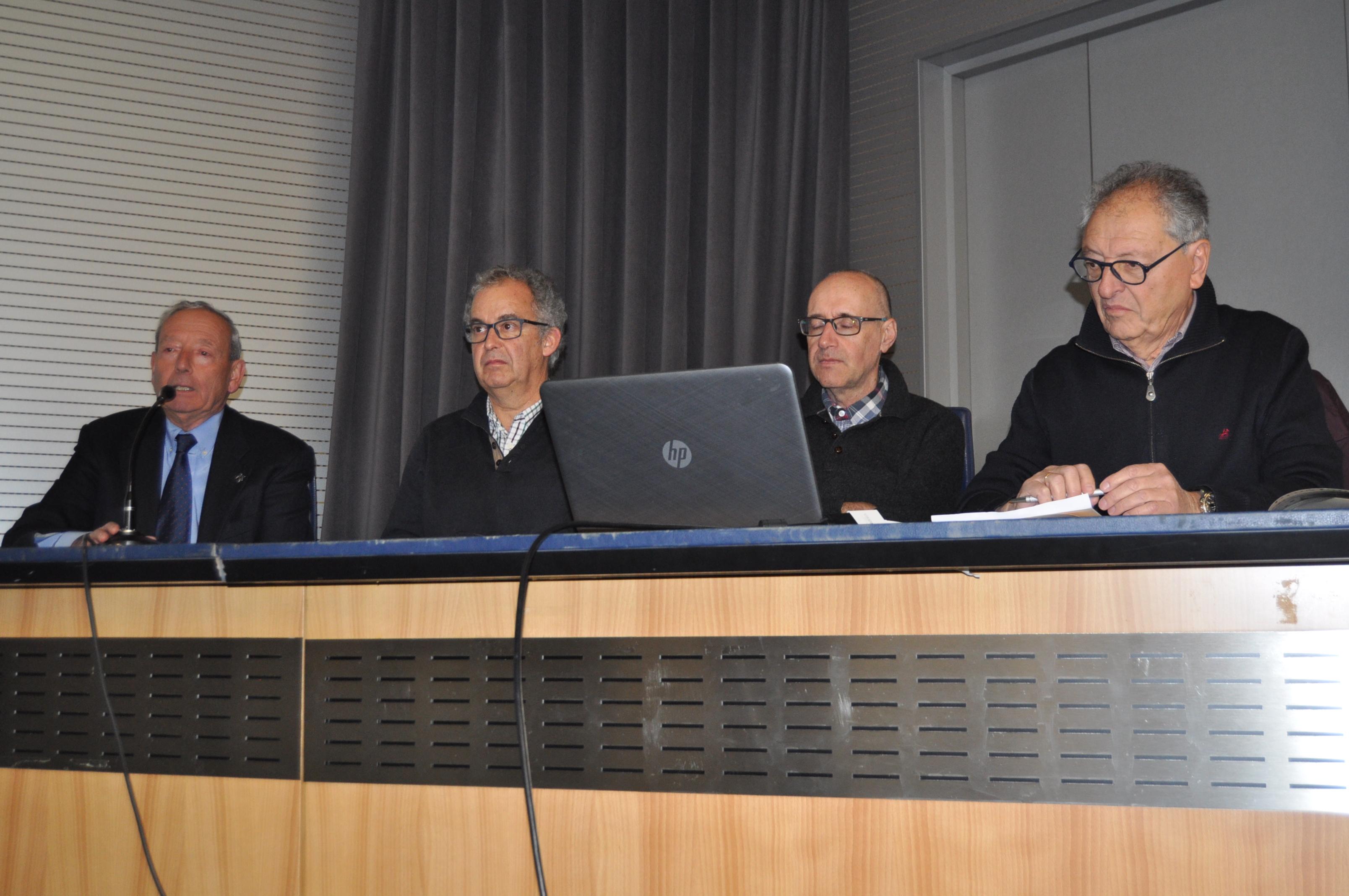 Los cuatro intervinientes en la mesa redonda.