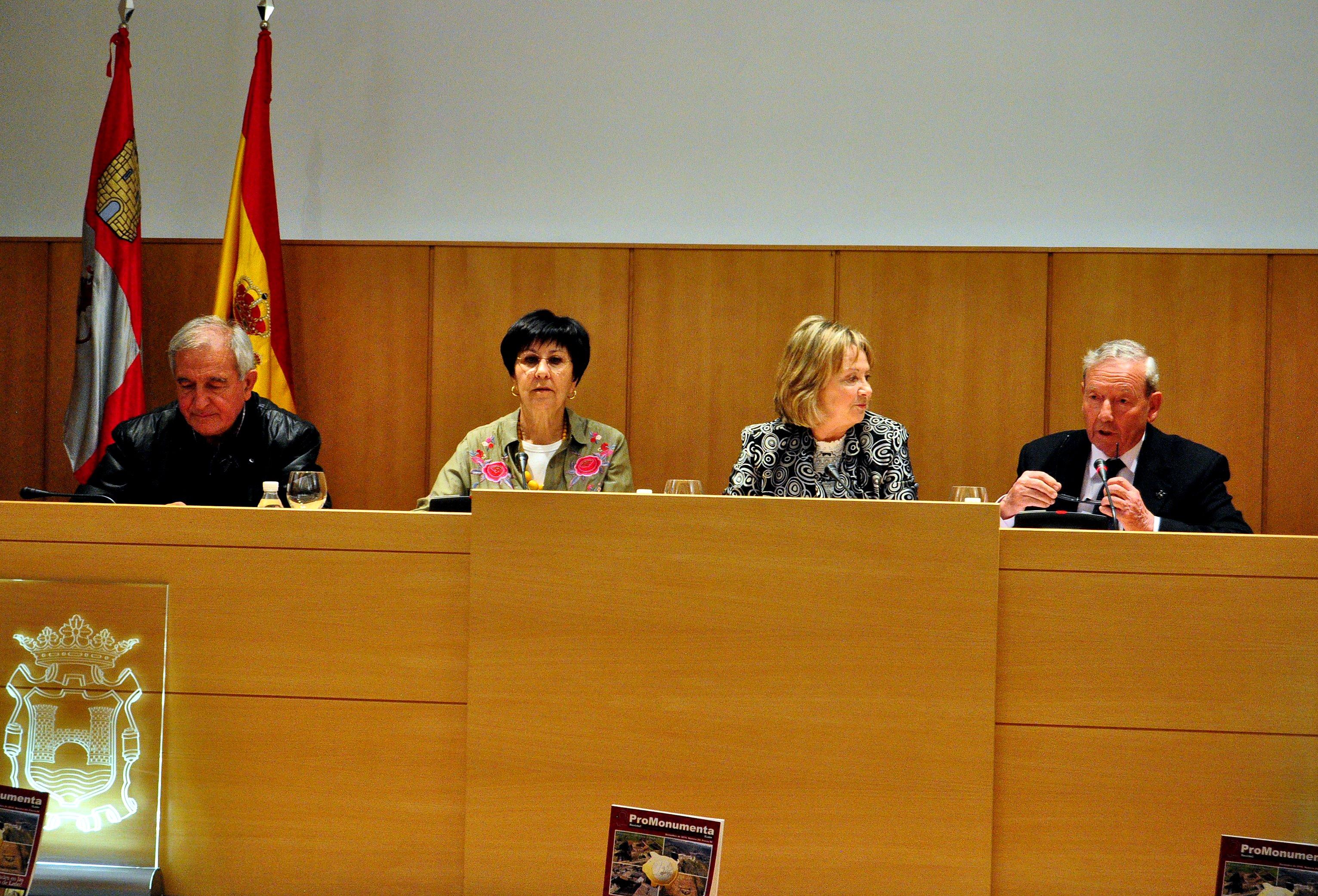 Los intervinientes en la presentación: Víctor Ferrero, Mar Palacio, Concepción Crespo y   Marcelino Fernández.