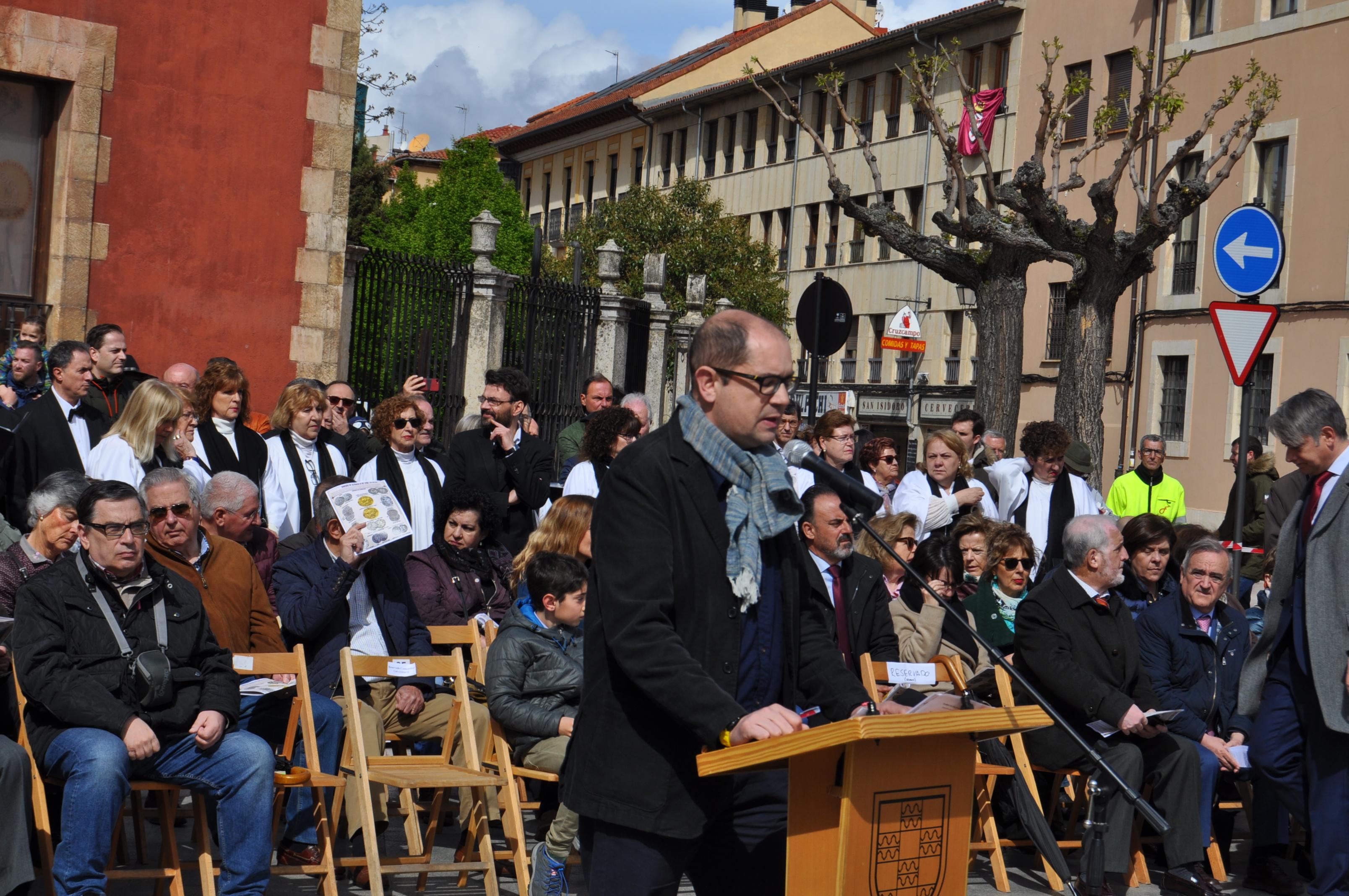 El historiador Nacho Ares abre el acto.