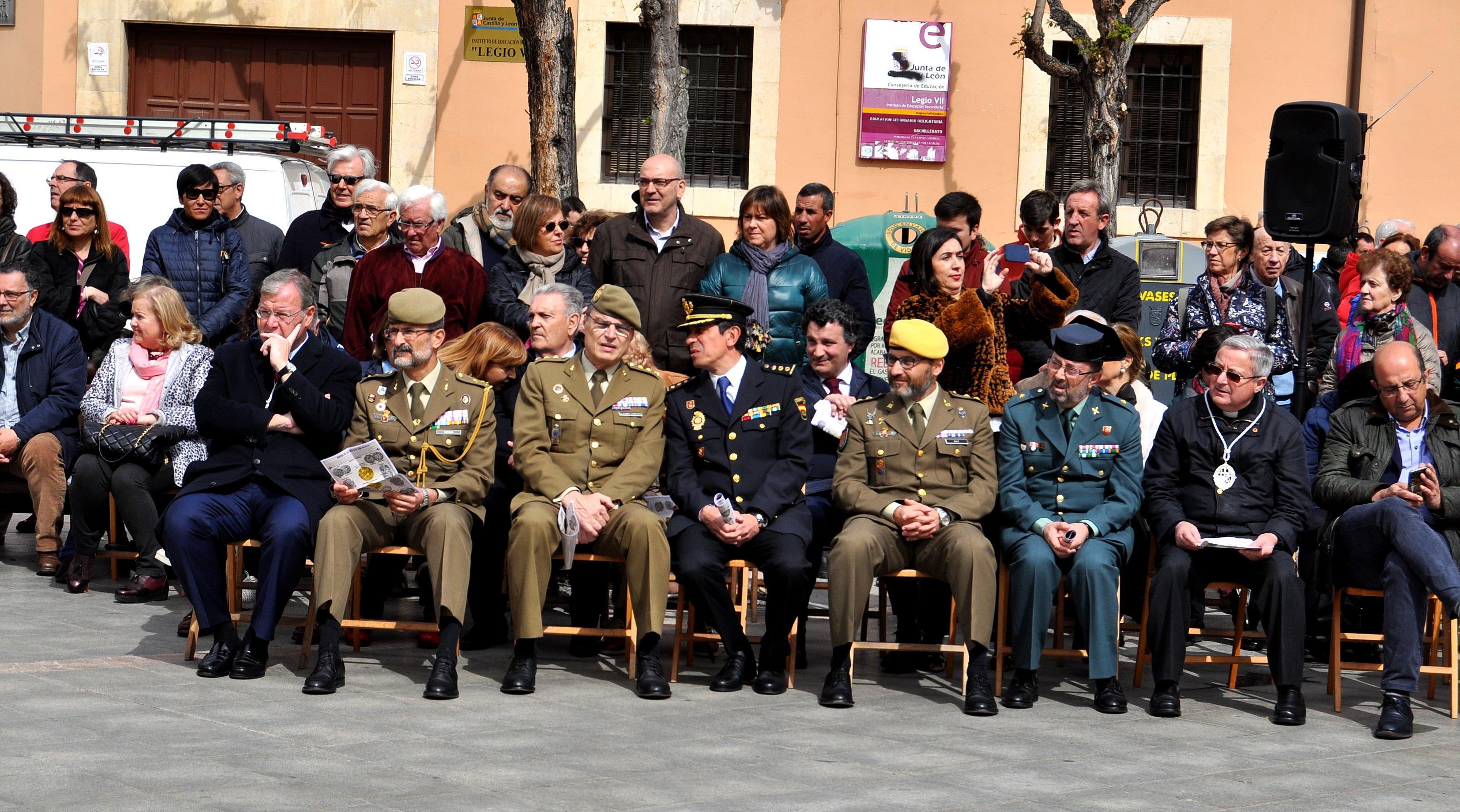 Representantes de instituciones civiles, militares y eclesiásticas.