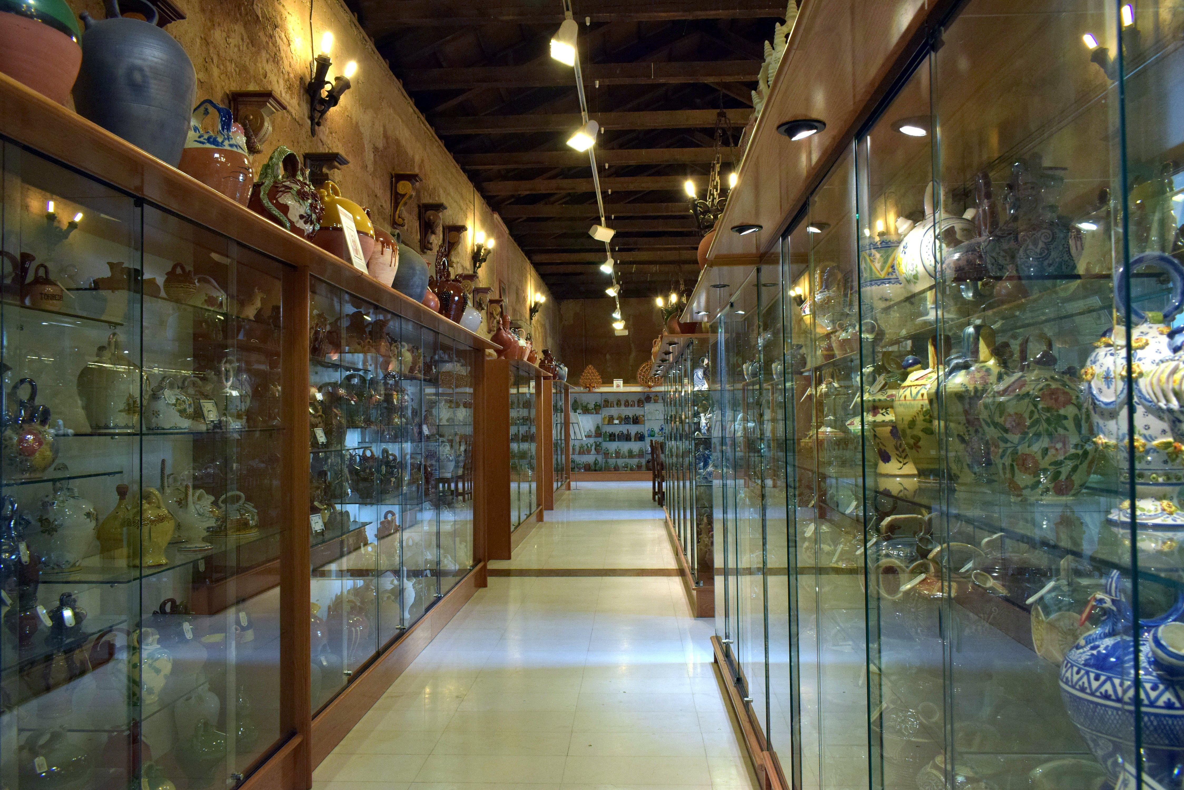 Museo del Botijo en el castillo de Toral de los Guzmanes (Foto J.A. Gª Villar)