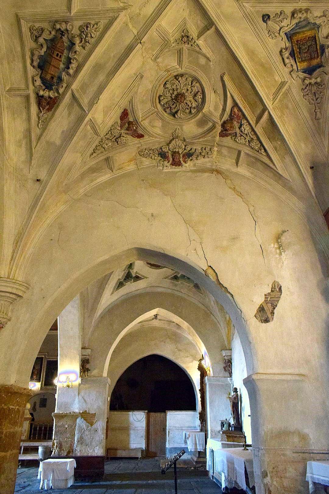 Una iglesia extraordinaria en un estado penoso 1. (Foto J.A. Gª Villar)