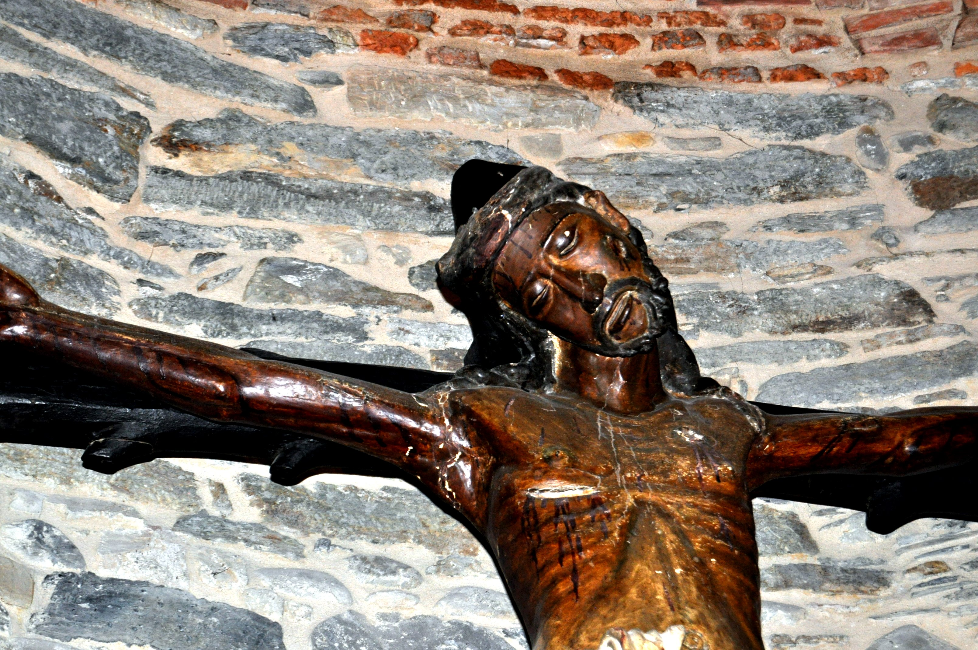 Cacabelos. Cristo S. XIV en iglesia de Santa María.