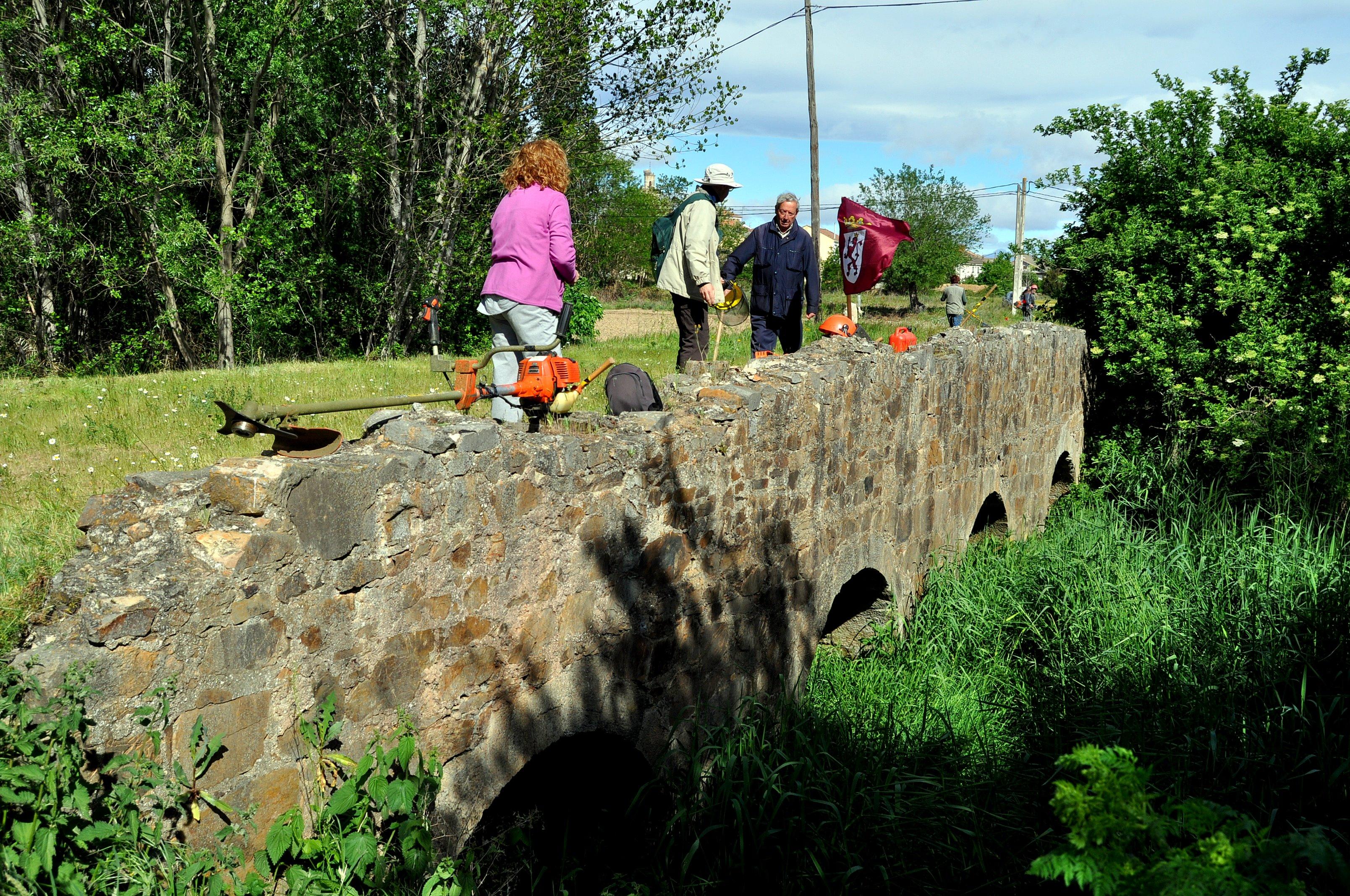 Inicio de trabajos en puente el puente sobre el río Peces
