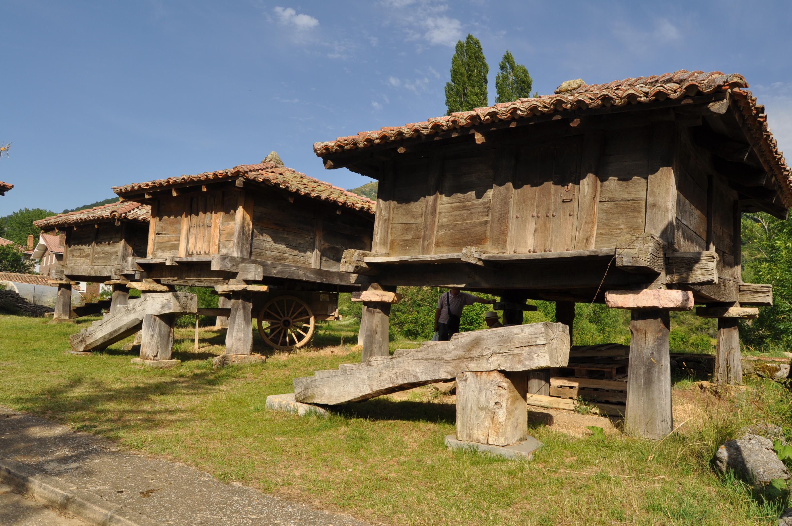 Conjunto de hórreos en Prioro.