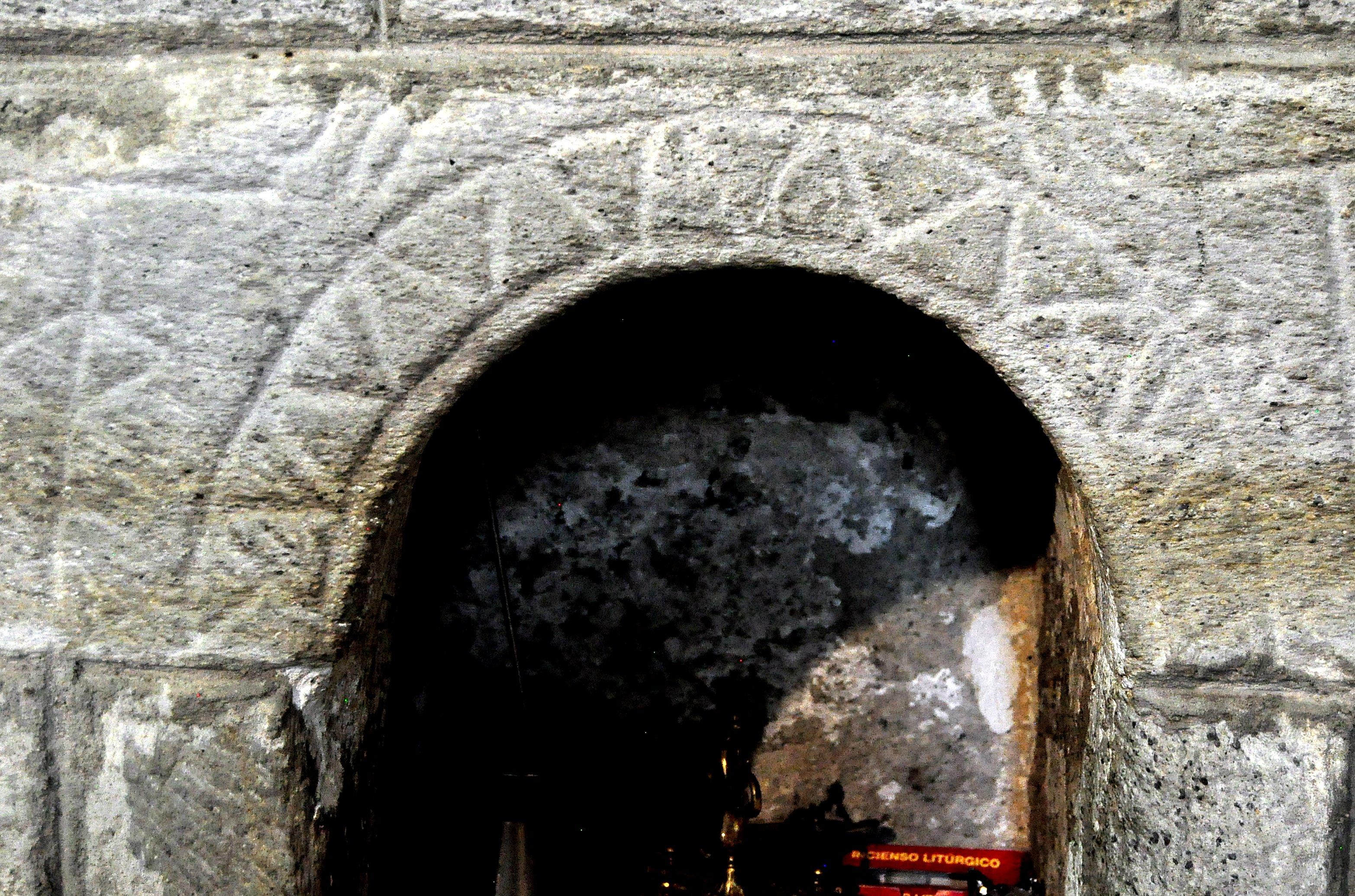 Hornacina con decoración prerrománica.