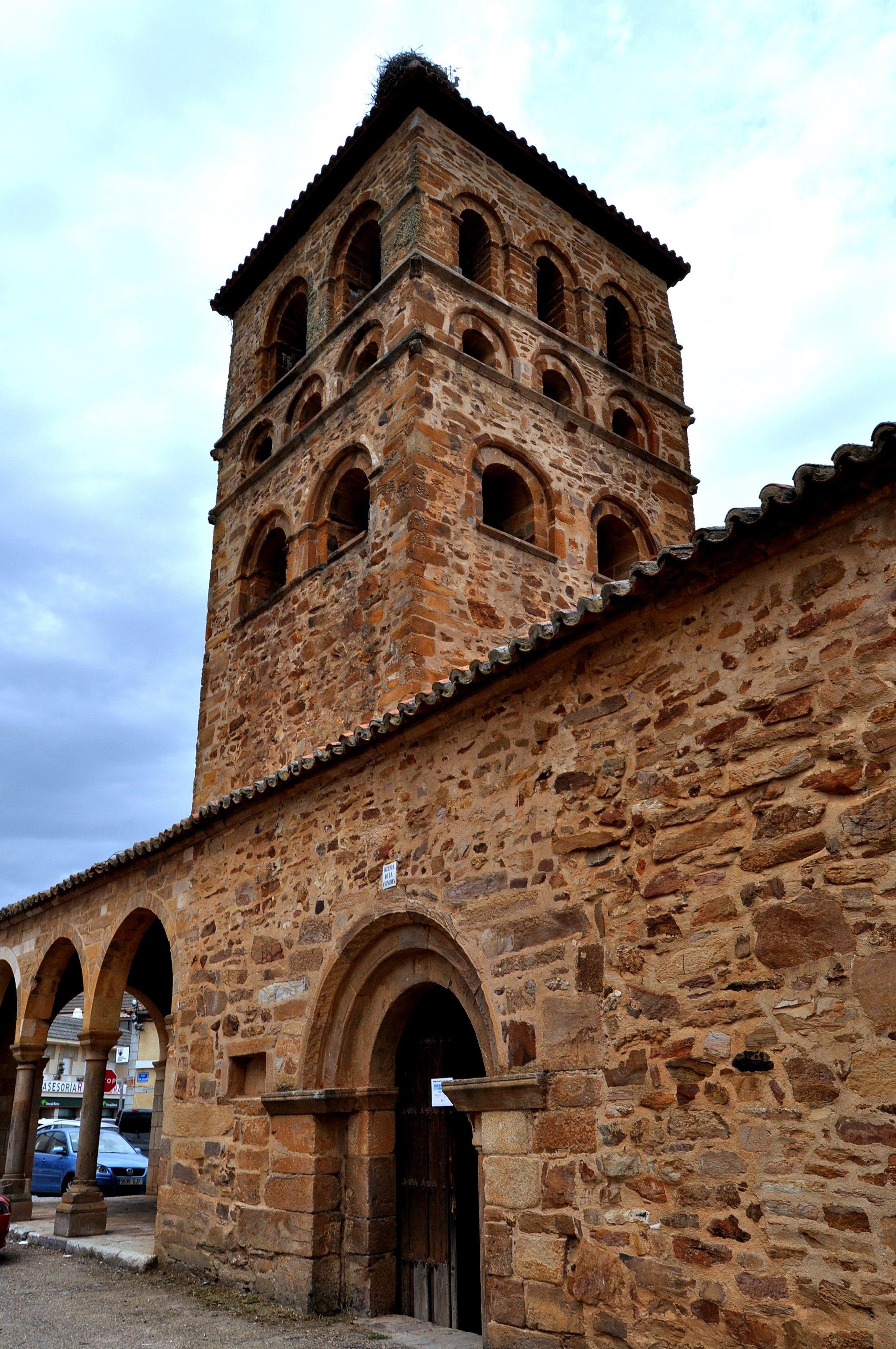 Trre de la iglesia de Tábara. ¿Scriptorium de los Beatos?