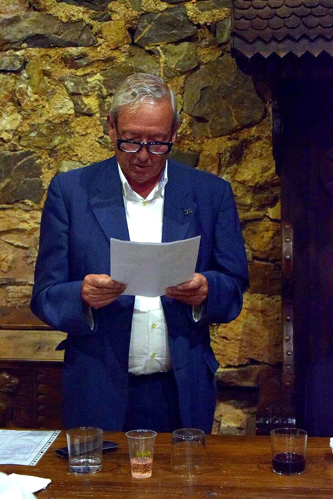 el Presidente de Promonumenta pronuncia unas palabras de agradecimiento.