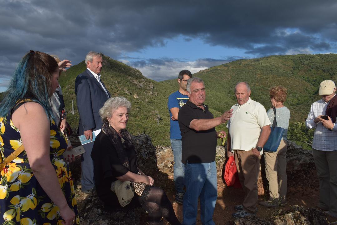 Algunos de los miembros de Promonumenta durante la visita al castillo.