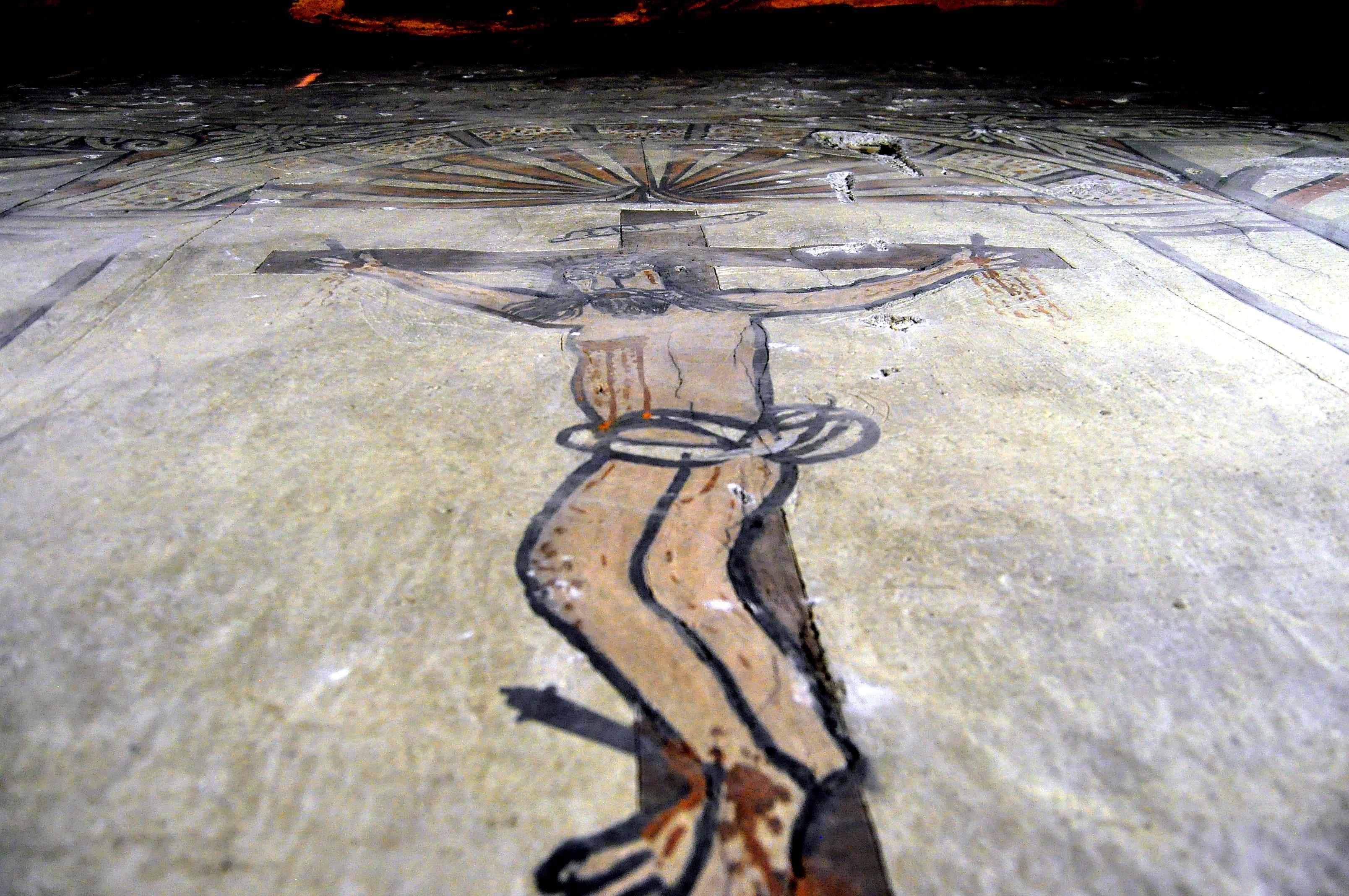 Lo que pocon pueden ver: pinturas halladas tras el retablo de la iglesia de Sta. Marina de Torre.