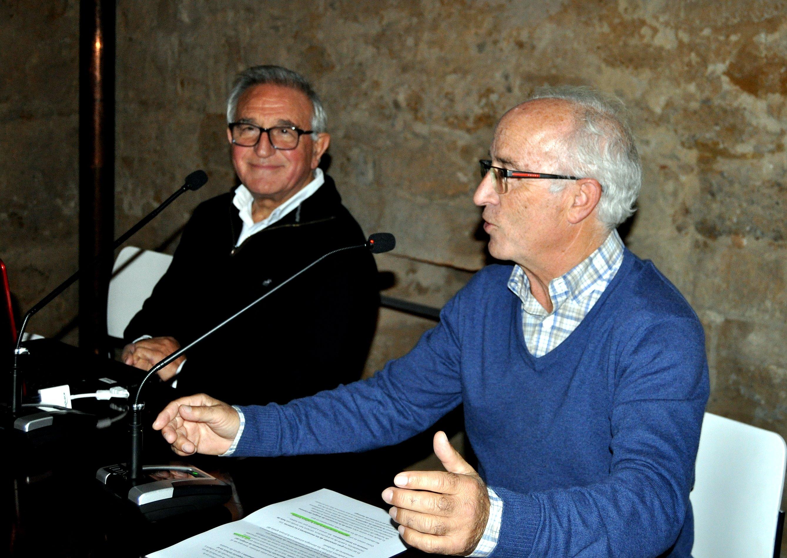 La presentación del conferenciante corrió a cargo de Anselmo Reguera