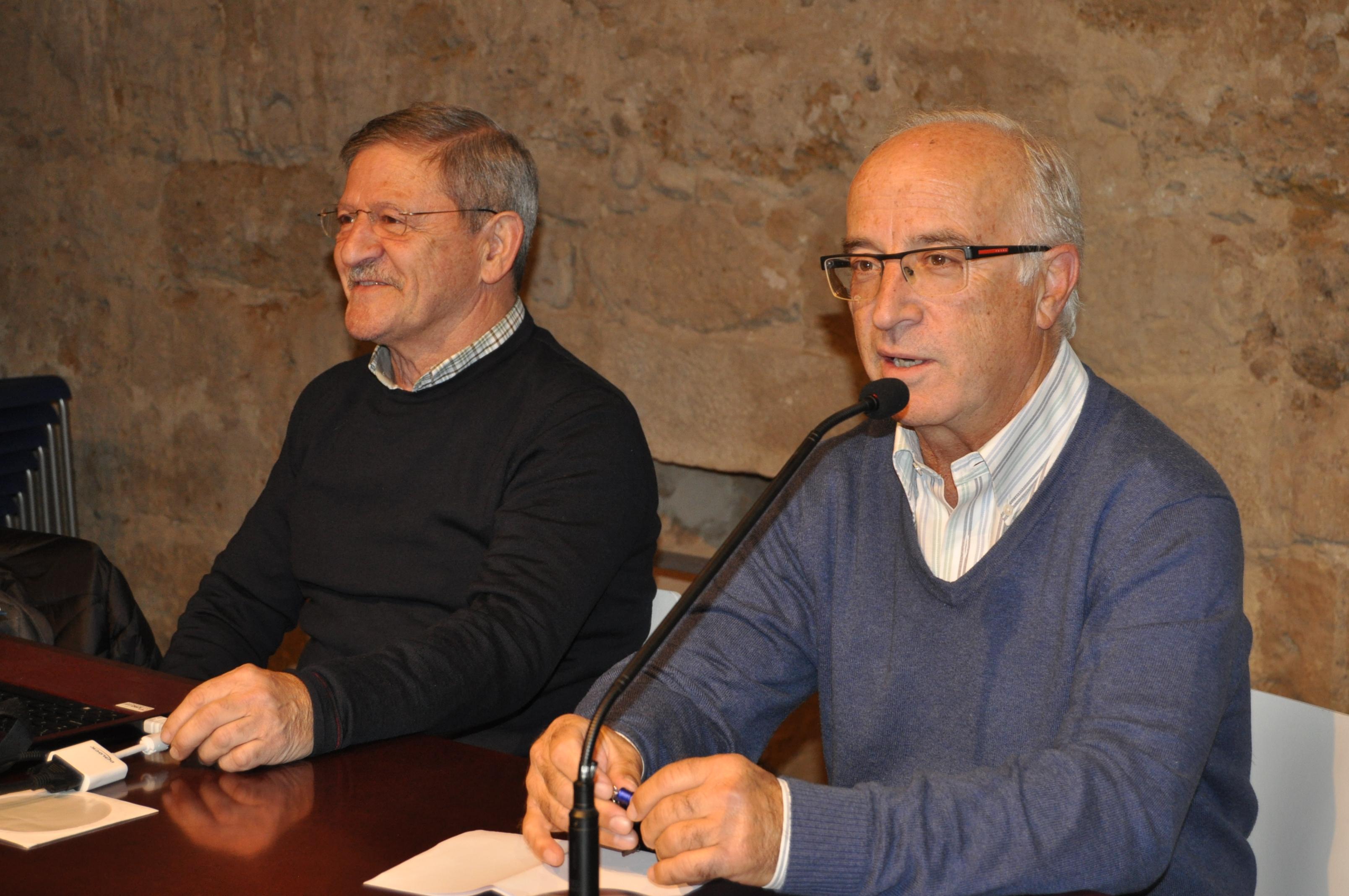 Anselmo Reguera presenta al conferenciante.