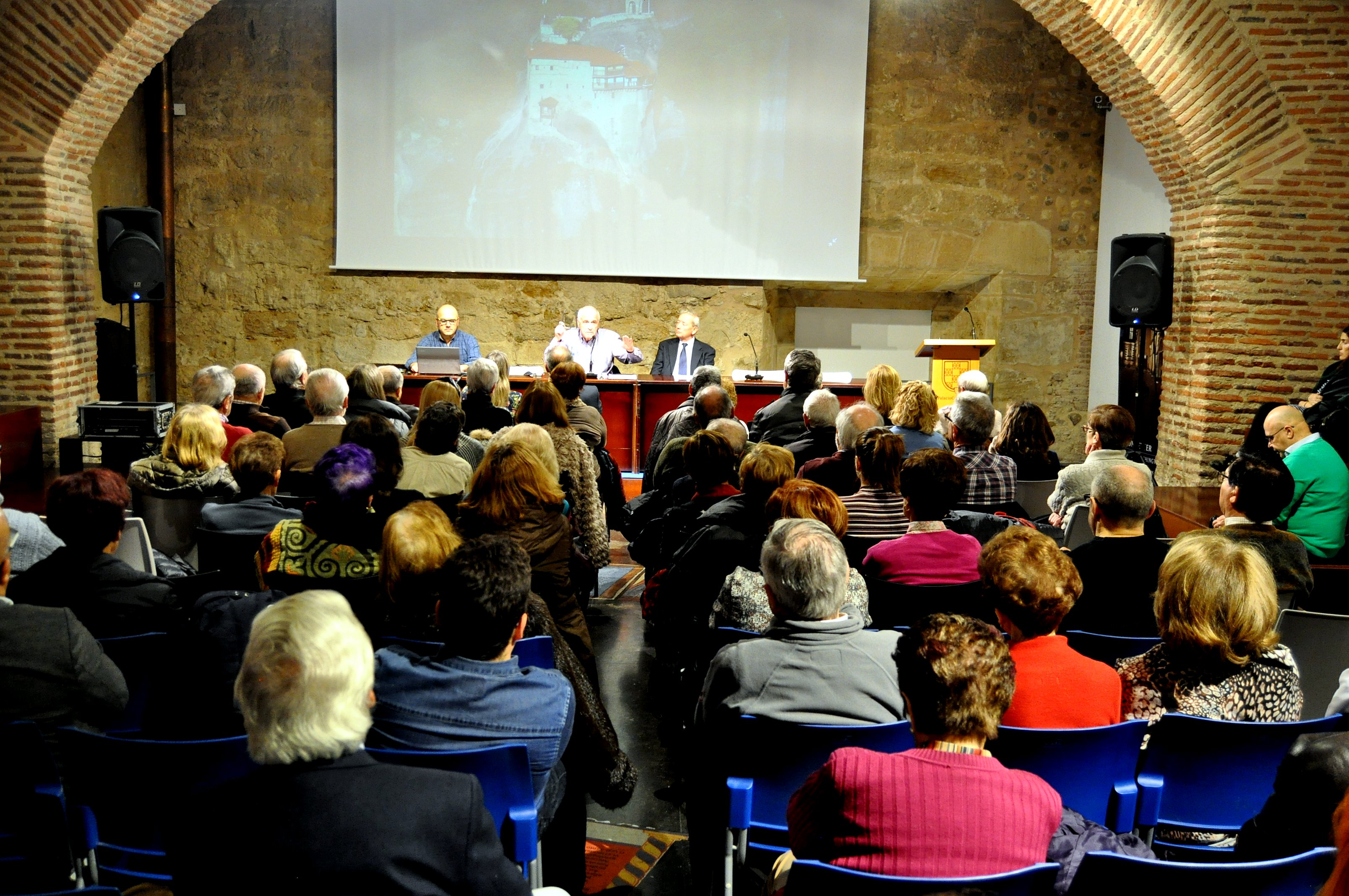 La sala se llenó para escuchar a Alfonso García