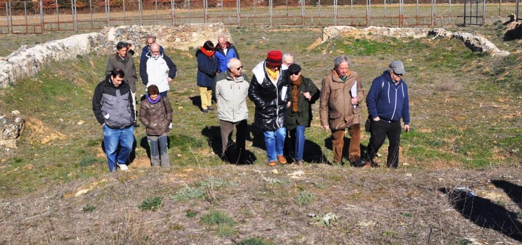 Miembros de Promonumenta en una de sus visitas de inspección en las ruinas de Marialba.