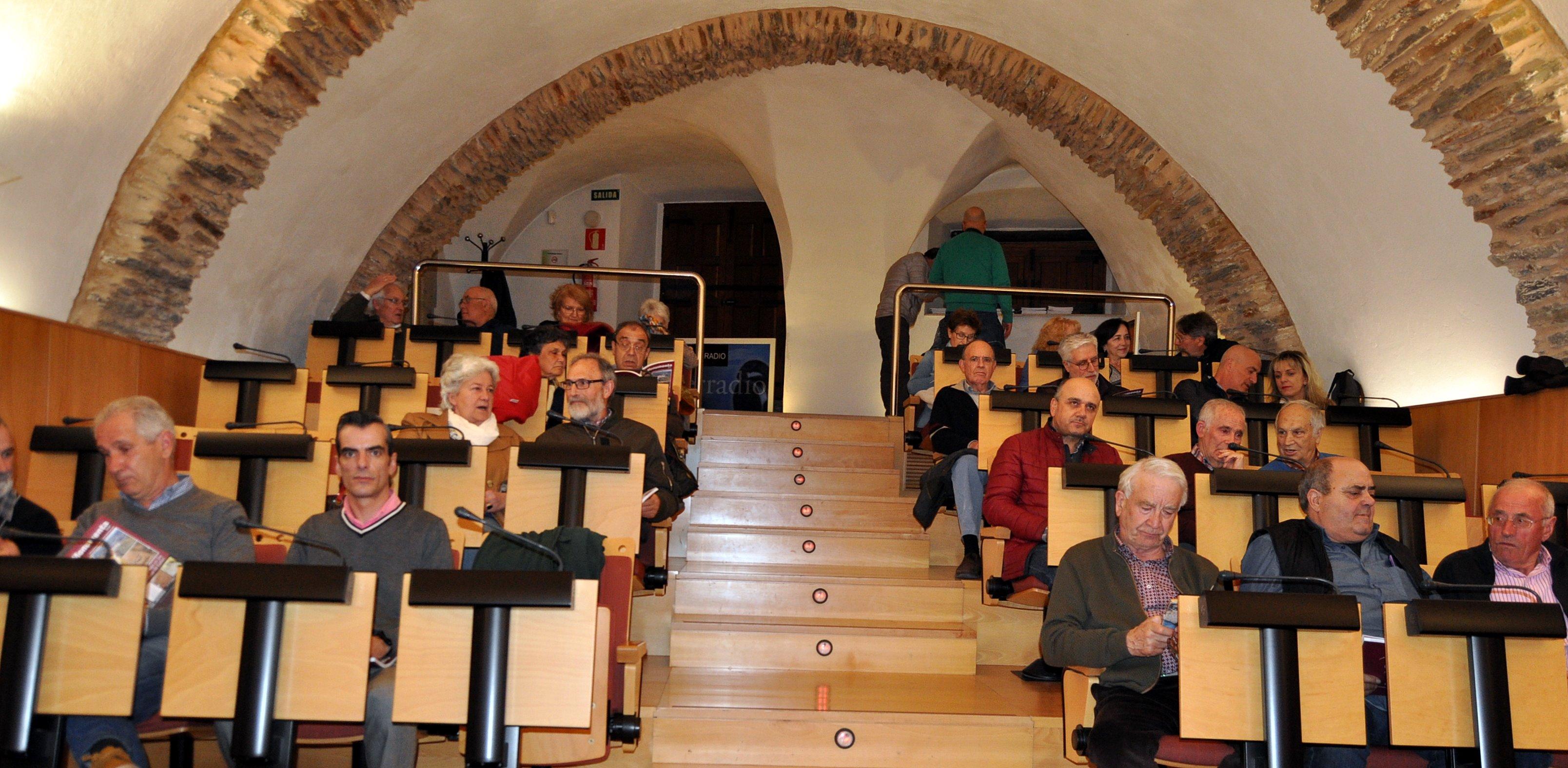 Presentación de la Revista PROMONUMENTA en el salón del Museo de la Radio de Ponferrada.