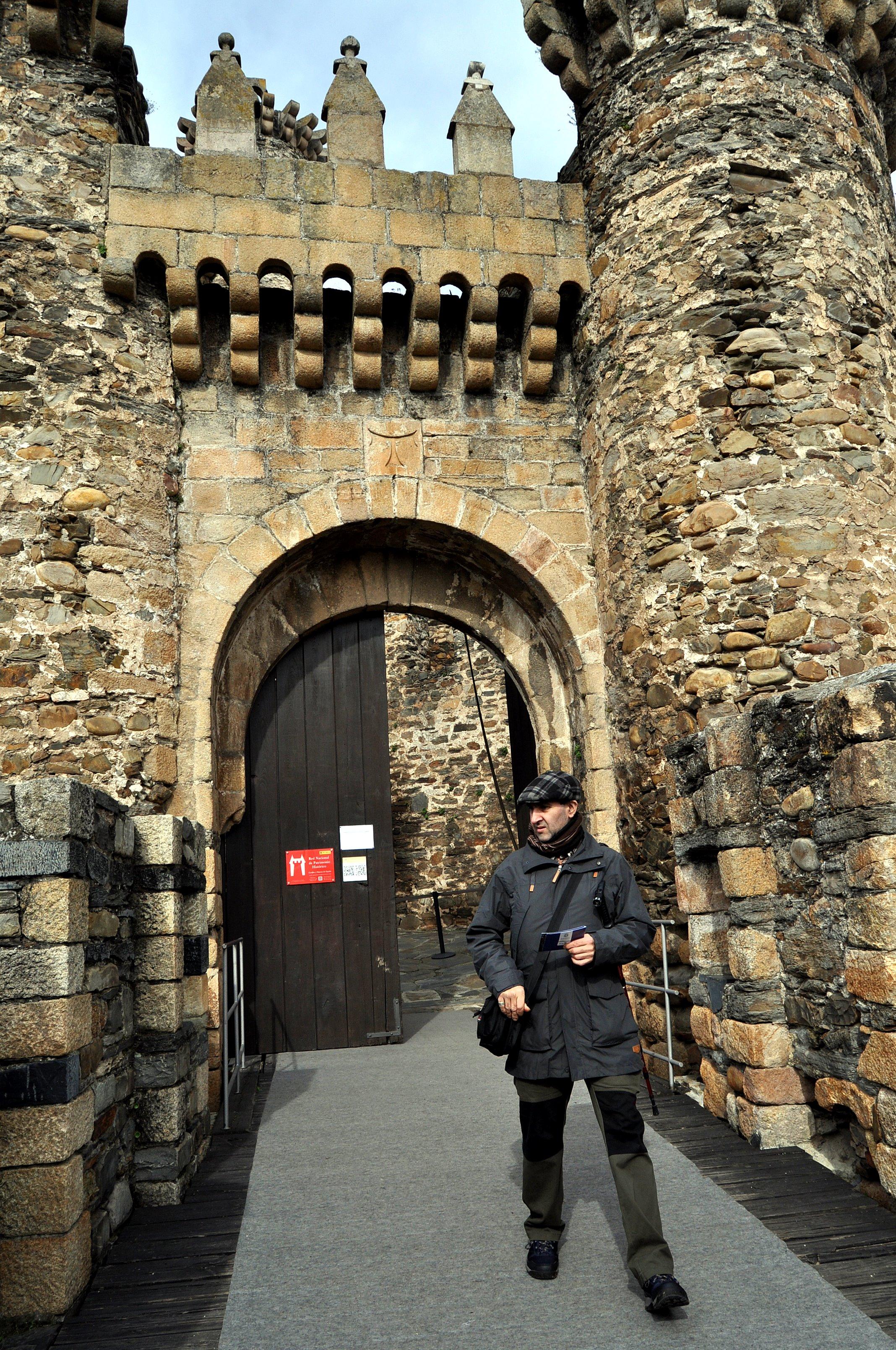Saliendo del castillo templario.